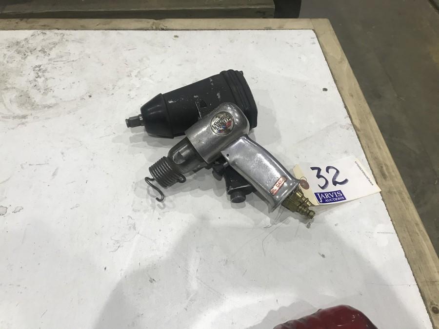 Lot 32 - AIR IMPACT GUN & CHISEL HAMMER