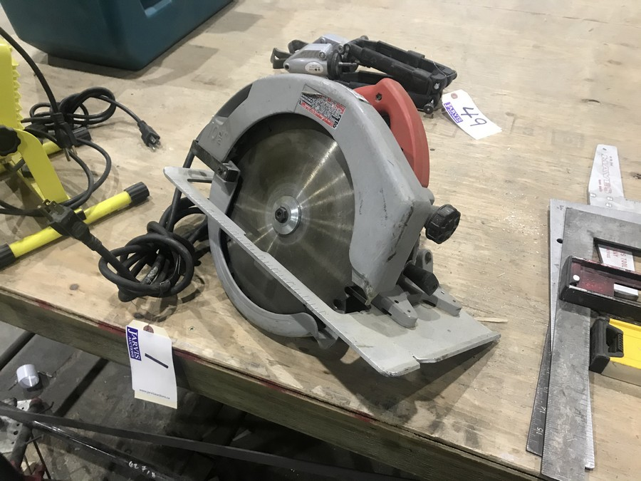Lot 1 - MILWAUKEE CIRCULAR SAW