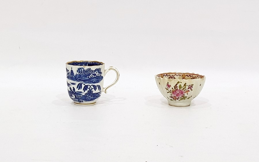 "Lot 45 - 18th century Caughley china cup, fluted, with underglaze blue ""Pagoda"" pattern decoration and a late"