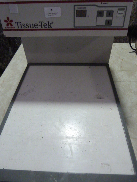 Lot 4 - *Tissue-Tek Cryo Console Model:4714 (Powers Up)