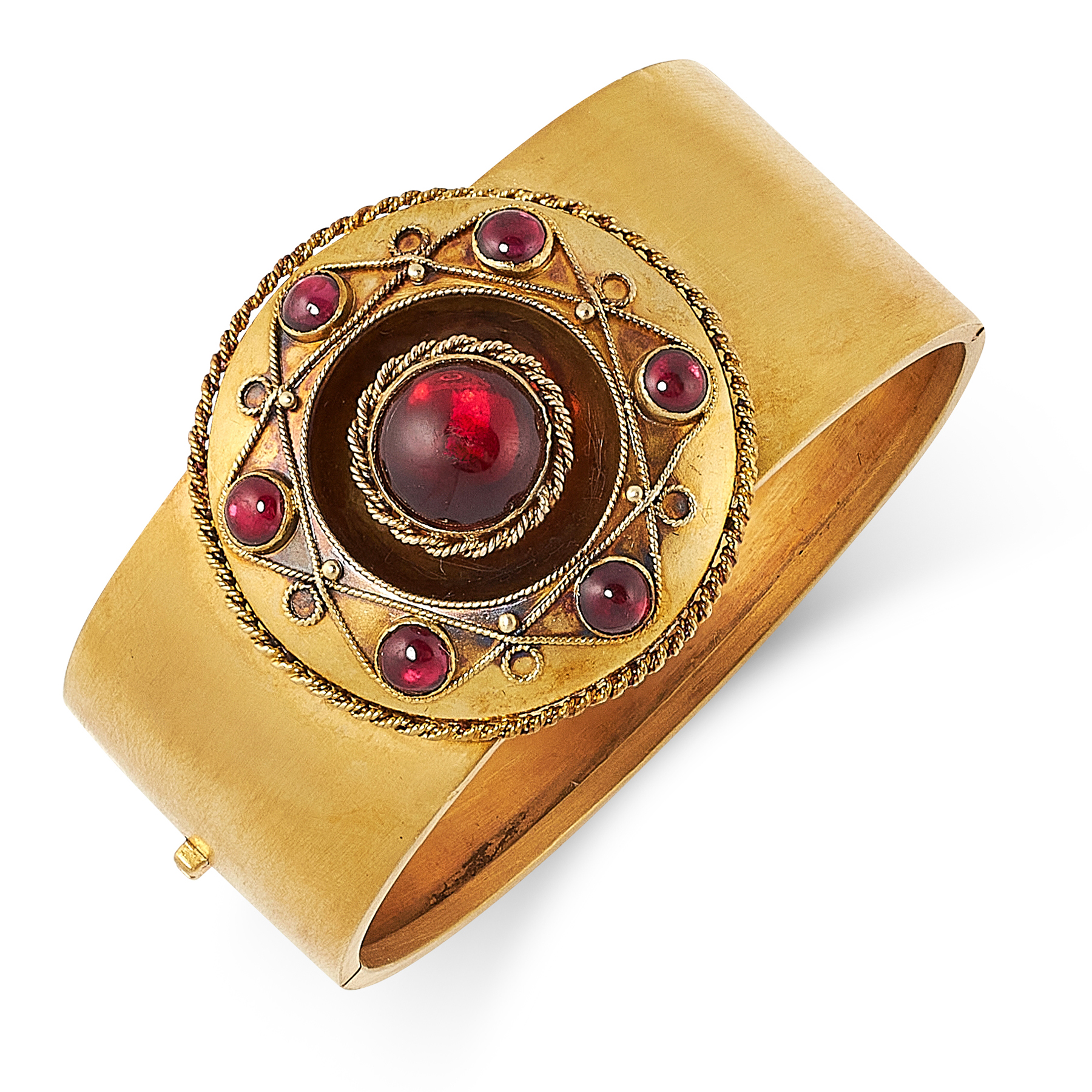 AN ANTIQUE GARNET BANGLE, 19TH CENTURY in yellow gold, the band with an applied circular motif