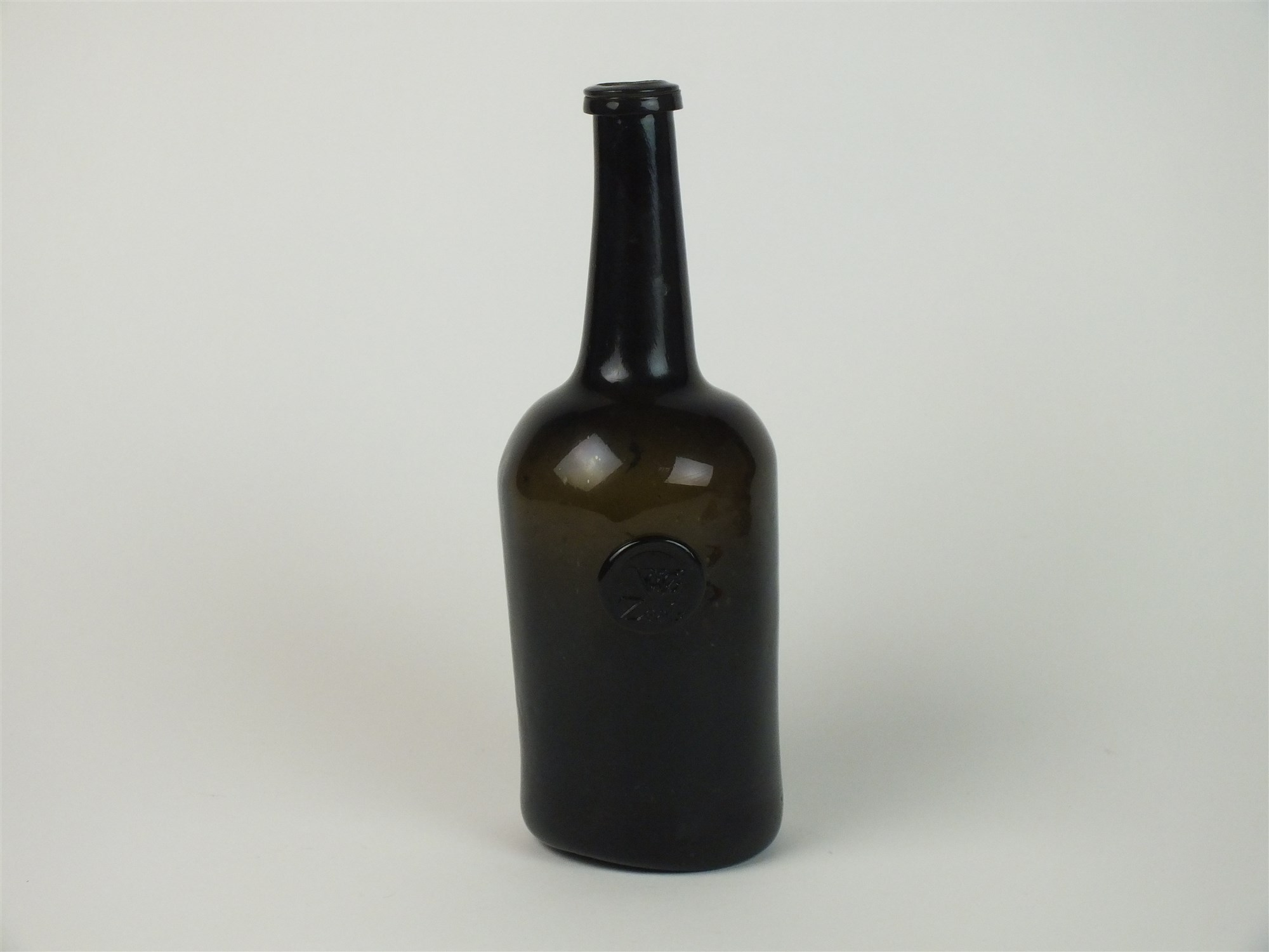 Lot 21 - A late 18th century sealed wine bottle