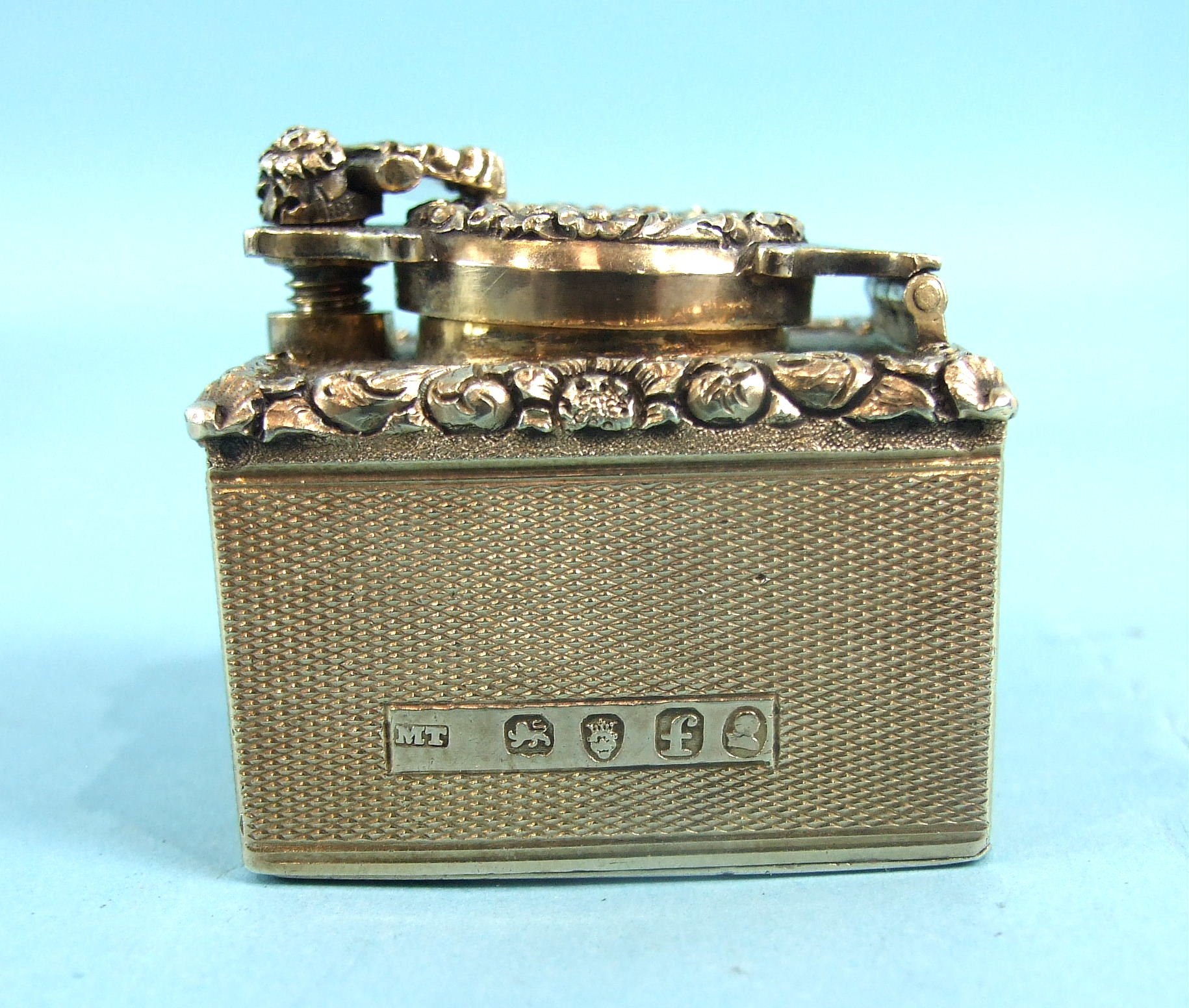 Lot 503 - A silver gilt travelling inkwell, the square body with engine-turned and foliate-cast decoration,