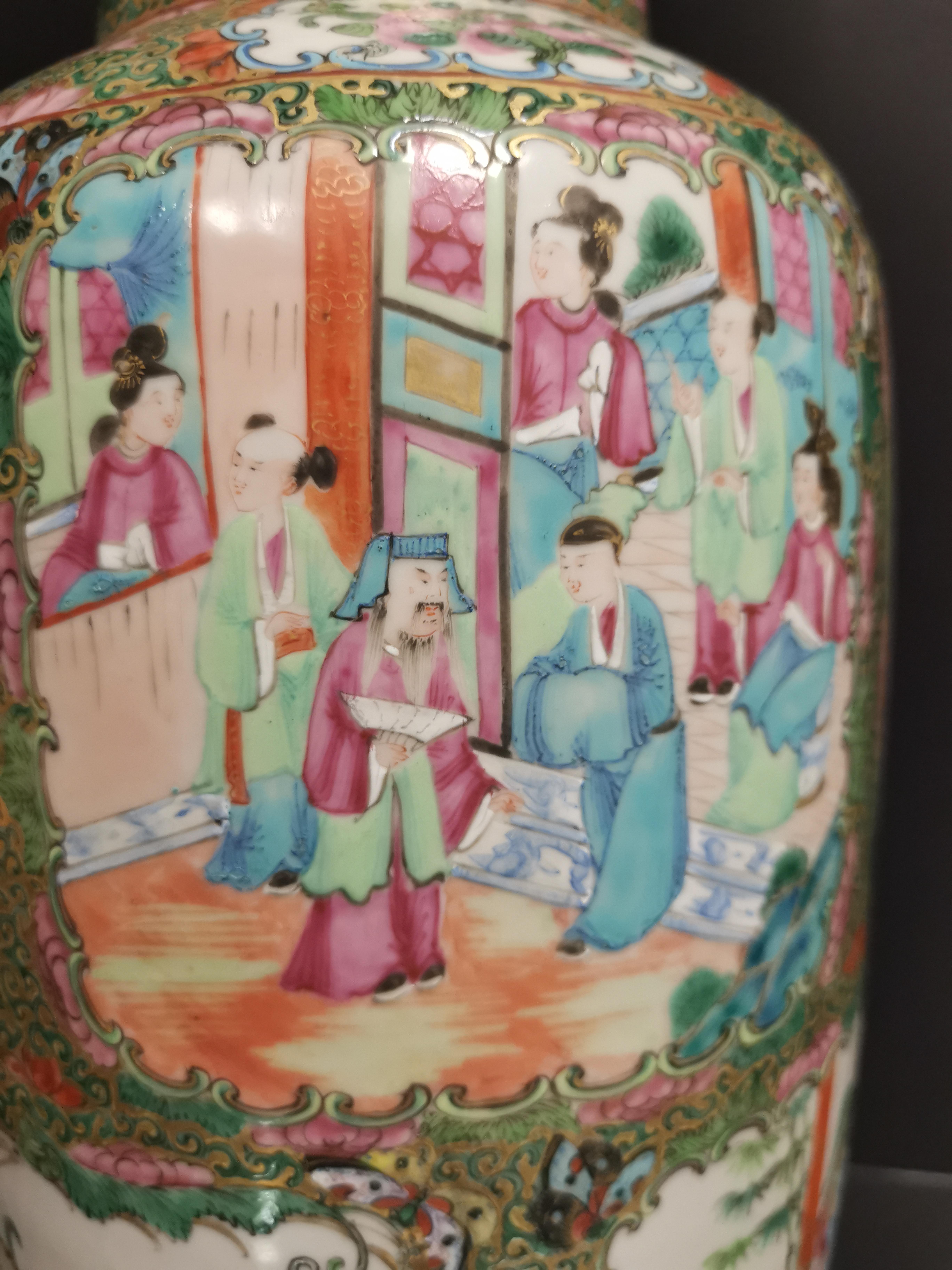 CHINE - Canton. Grand vase balustre à décor en réserves de scènes de pavillons [...] - Image 4 of 8