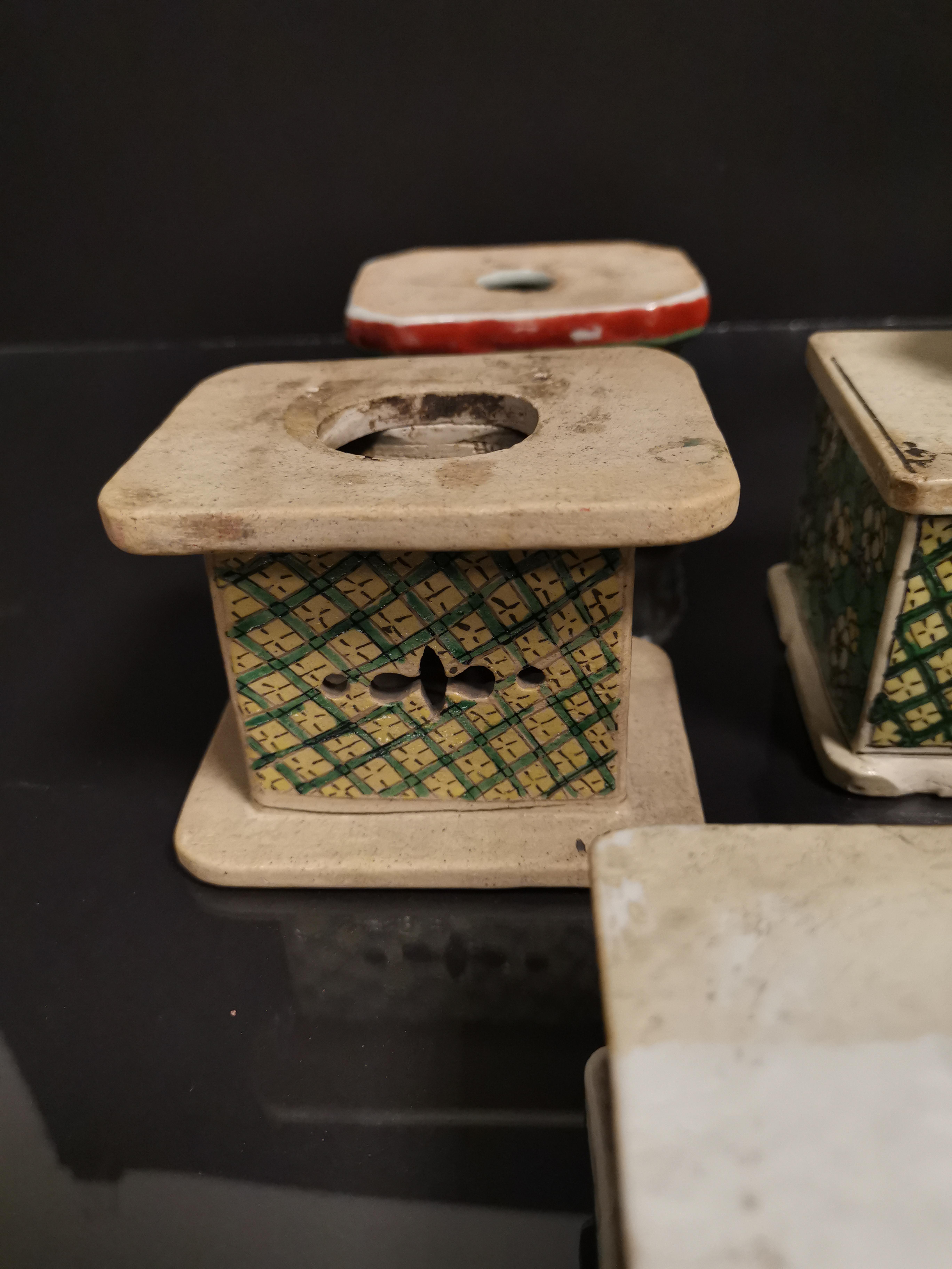 Lot de neuf socles en grès émaillé, Chine, époque Kangxi, XVIIIème et XIXème [...] - Image 2 of 8