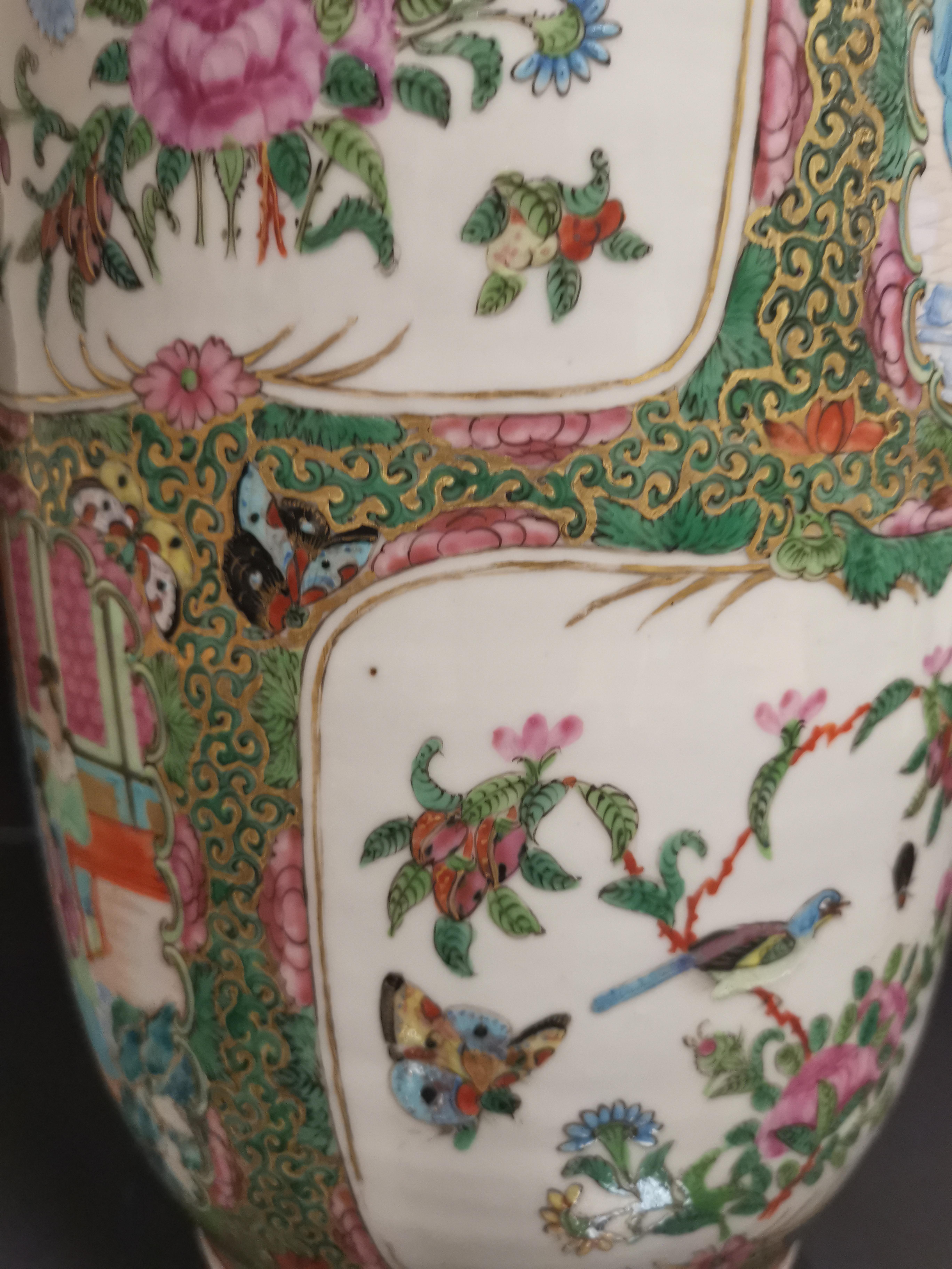 CHINE - Canton. Grand vase balustre à décor en réserves de scènes de pavillons [...] - Image 7 of 8