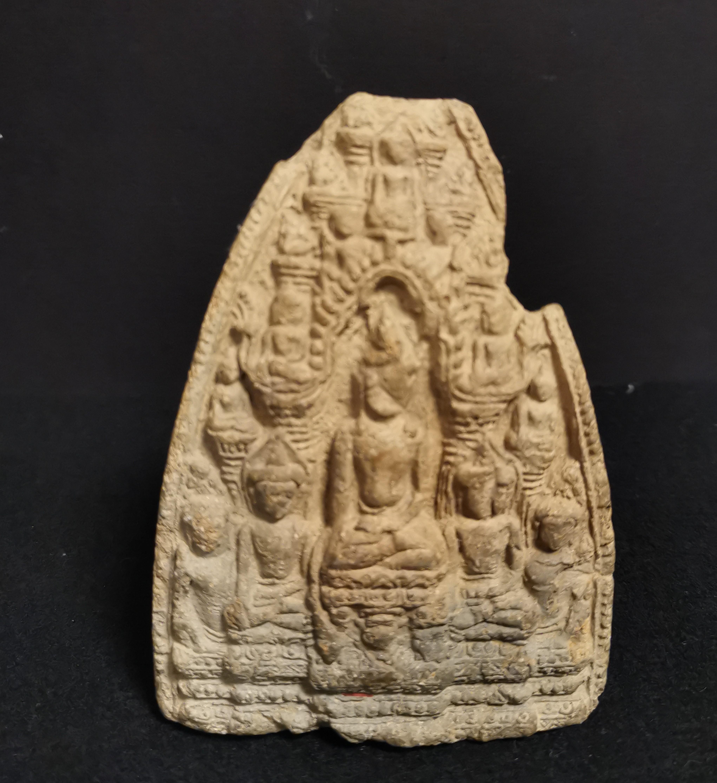 Petite stèle en terre cuite Thaïlande, Haripunchai, XIIIème siècle A décor en [...] - Image 2 of 4