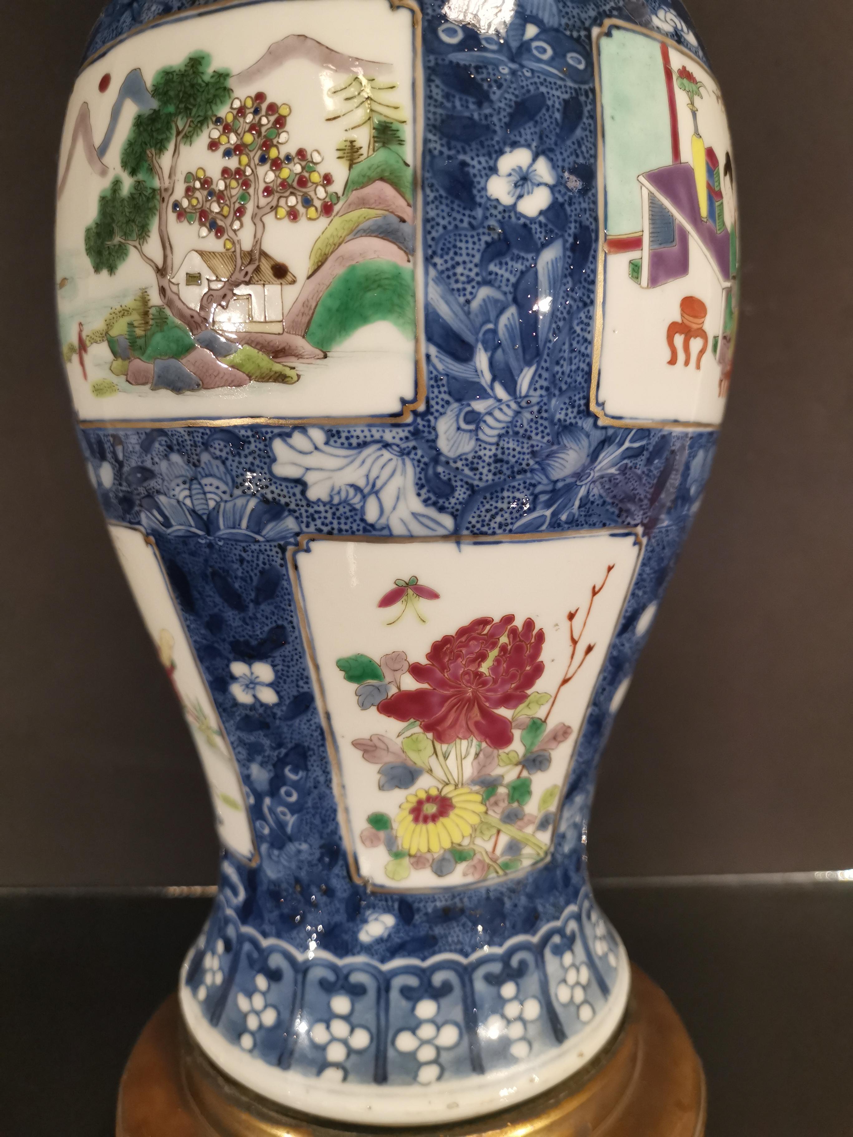 Vase couvert en porcelaine famille rose et bleu blanc Chine, fin du XIXème siècle [...] - Image 3 of 5