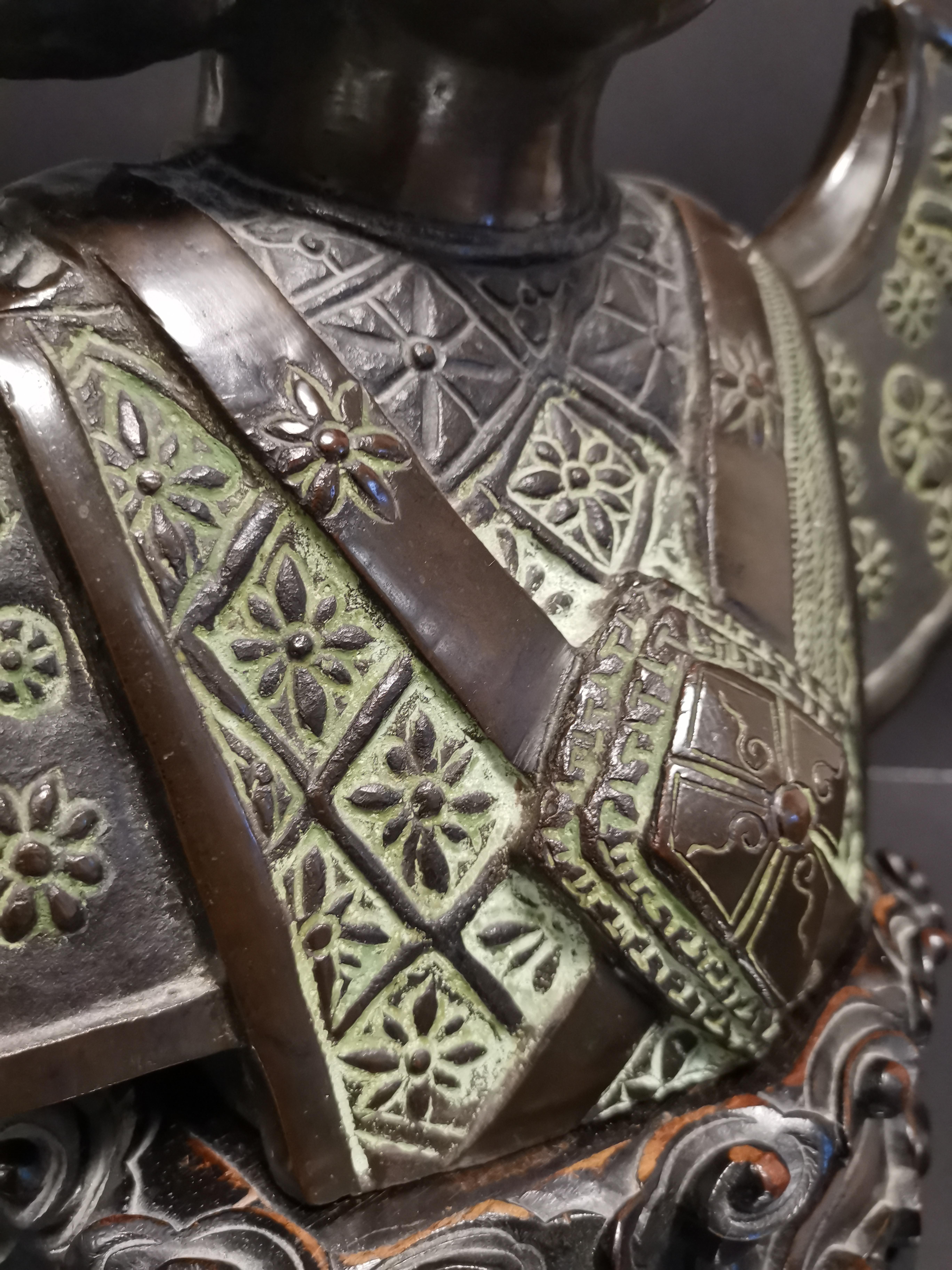 VIETNAM. Buste de danseuse apsara, Bronze. H :49 cm. Socle en bois sculptée. - - Image 5 of 5