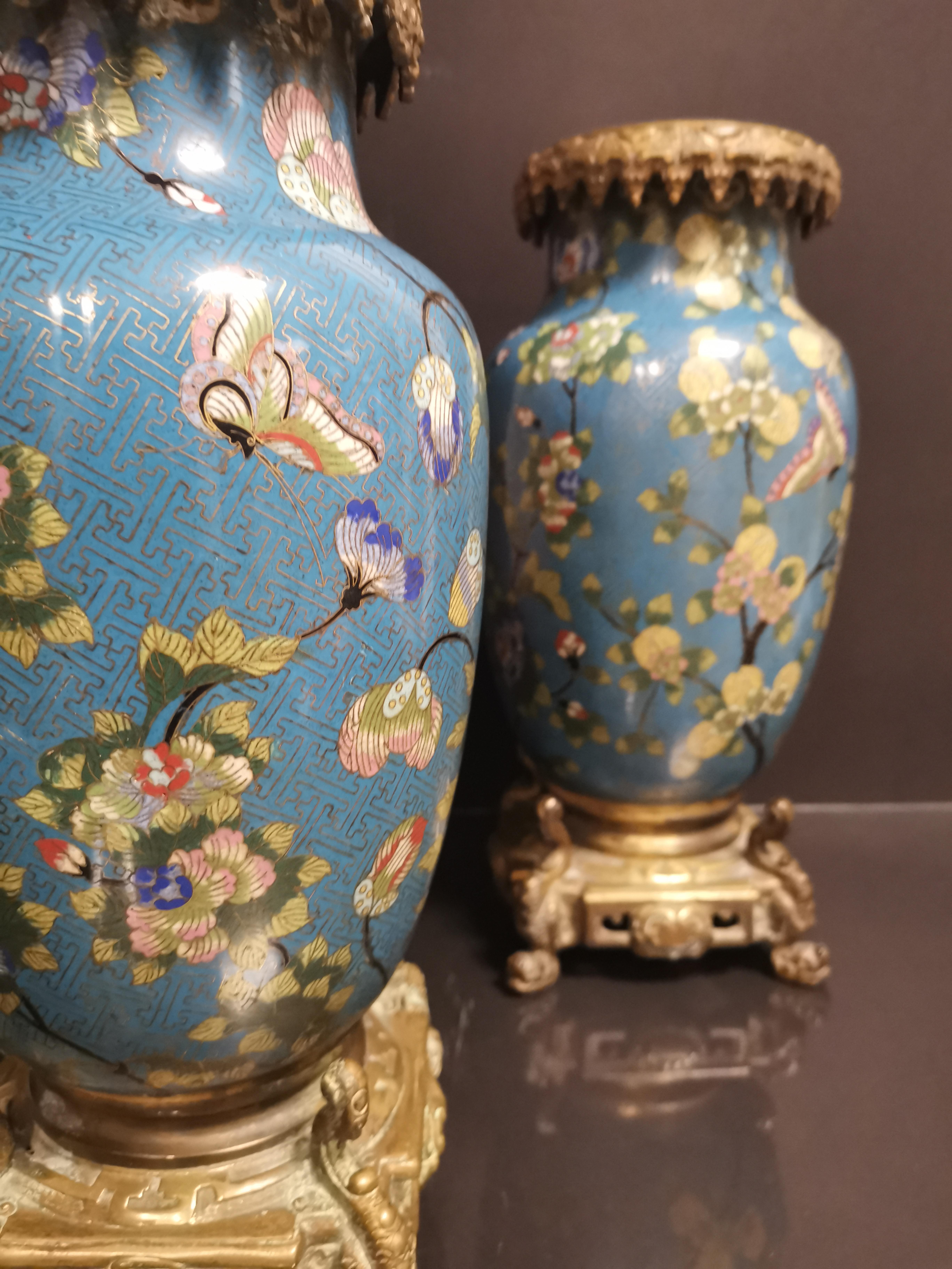 Paire de vases en bronze doré et émaux cloisonnés Chine, début du XXème siècle [...] - Image 2 of 5