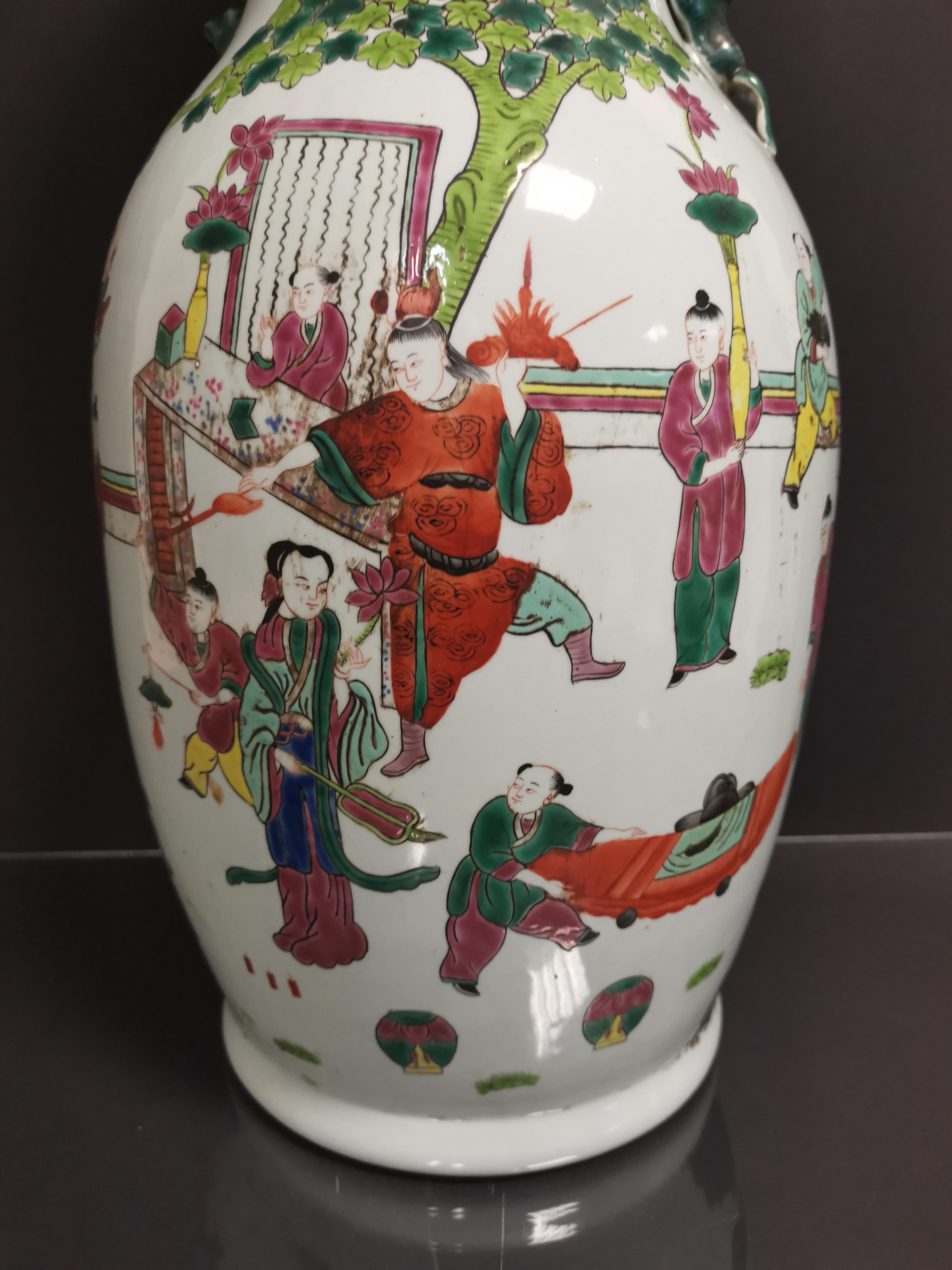 Vase en porcelaine polychrome Chine, XXème siècle Balustre, à décor d'un immortel [...] - Image 4 of 4