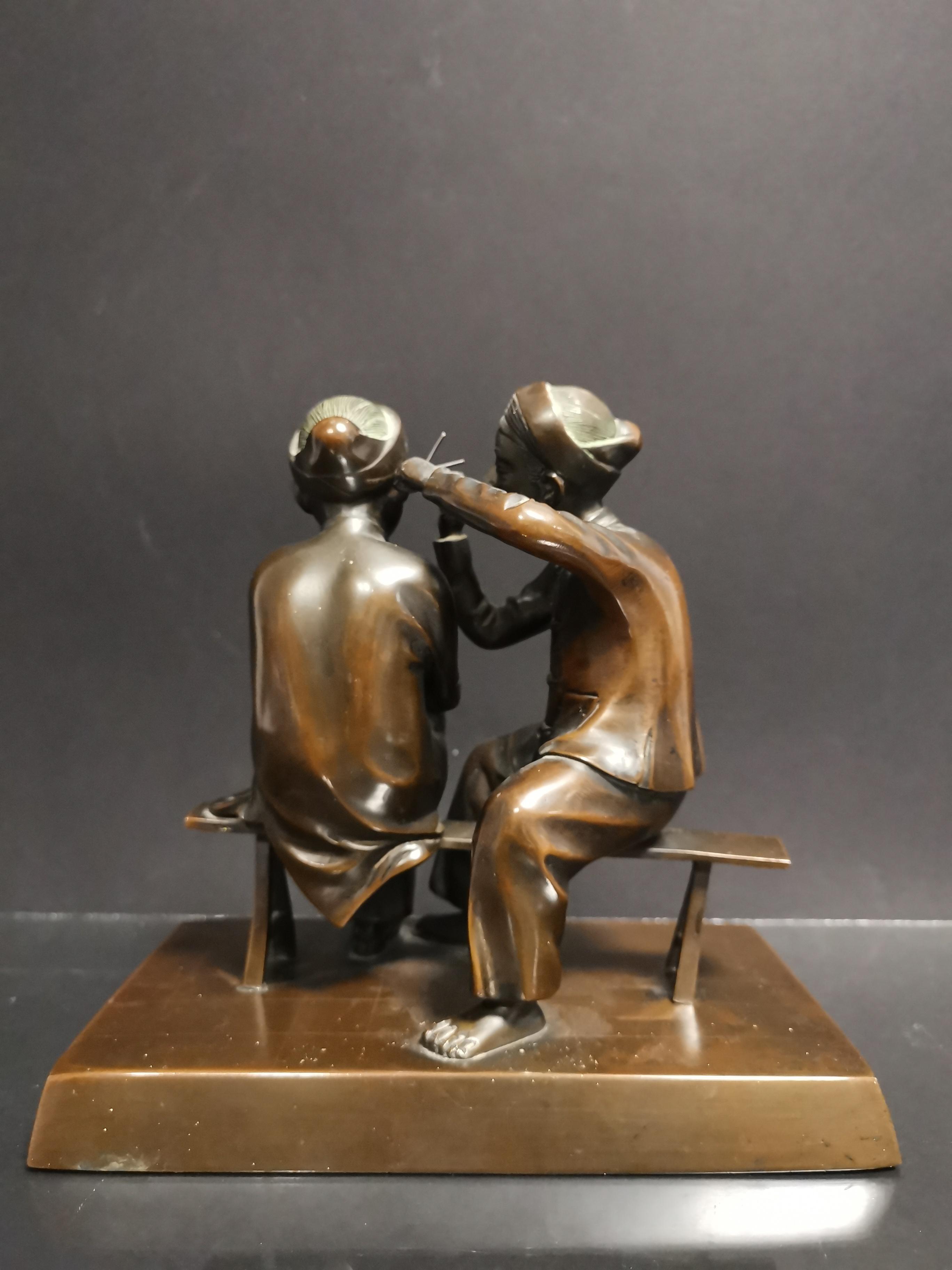 VIETNAM. Deux personnages se curant les oreilles. Bronze. H : 20 cm - - Image 4 of 4