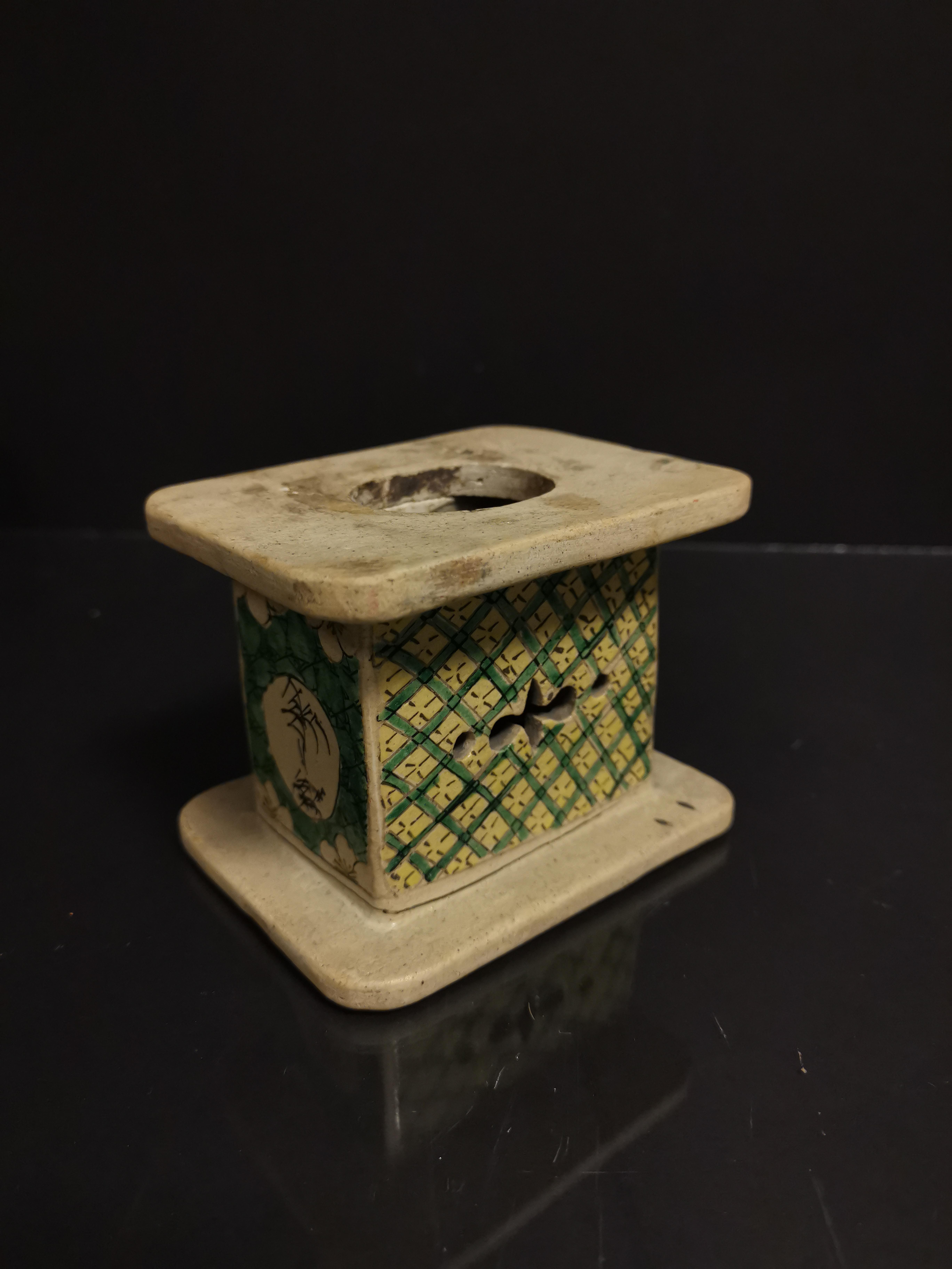 Lot de neuf socles en grès émaillé, Chine, époque Kangxi, XVIIIème et XIXème [...] - Image 5 of 8
