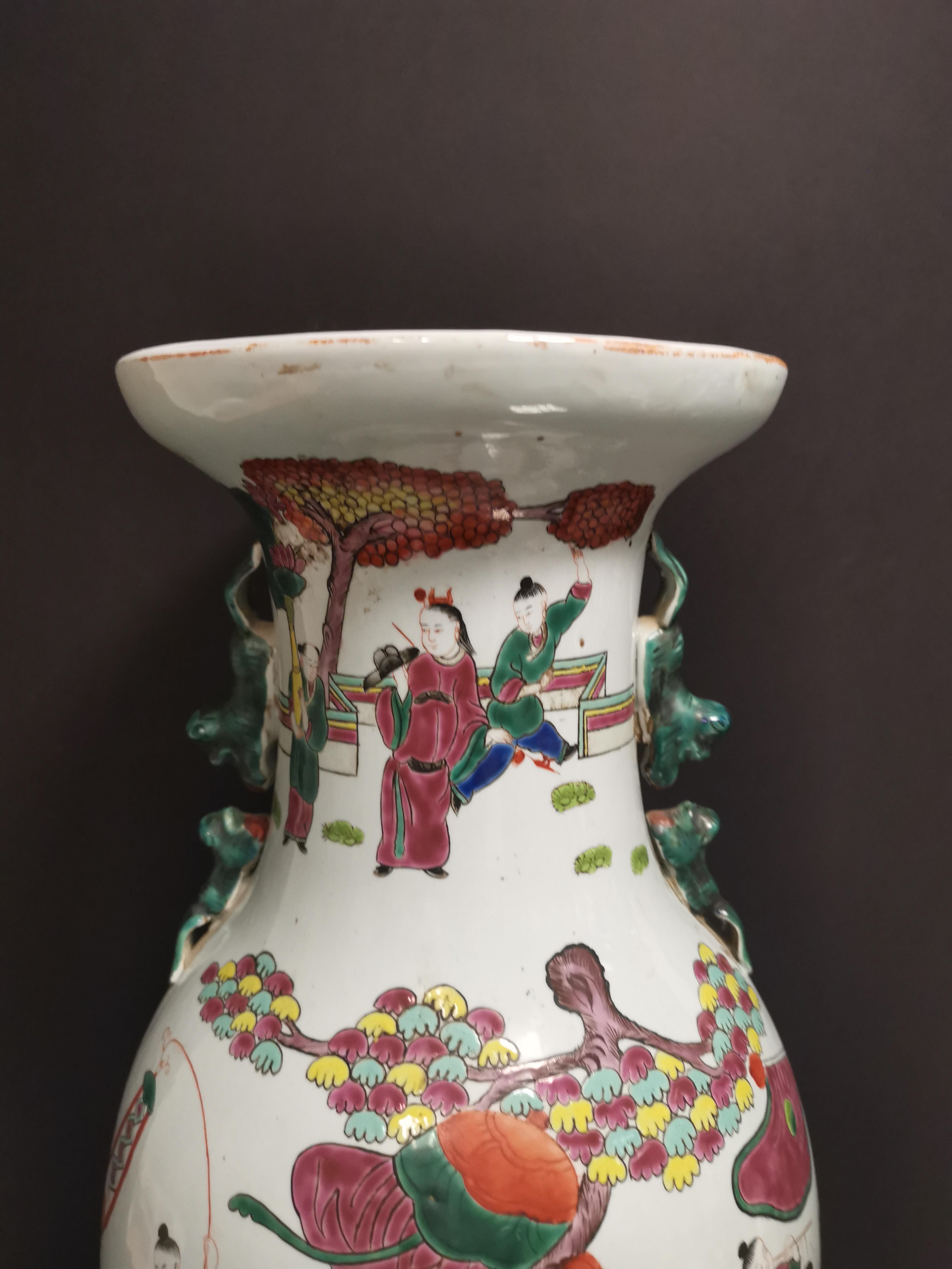 Vase en porcelaine polychrome Chine, XXème siècle Balustre, à décor d'un immortel [...] - Image 3 of 4