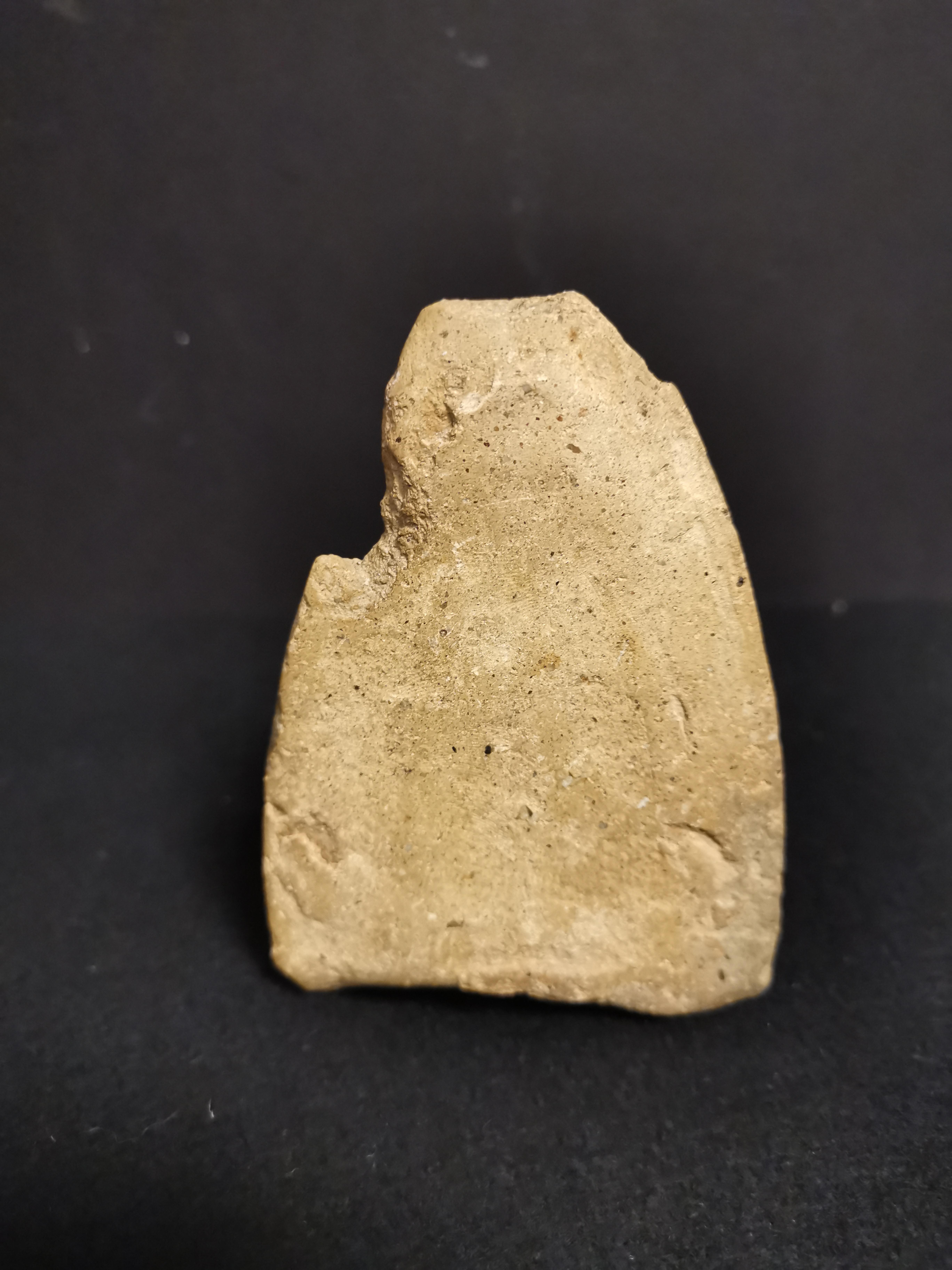Petite stèle en terre cuite Thaïlande, Haripunchai, XIIIème siècle A décor en [...] - Image 4 of 4