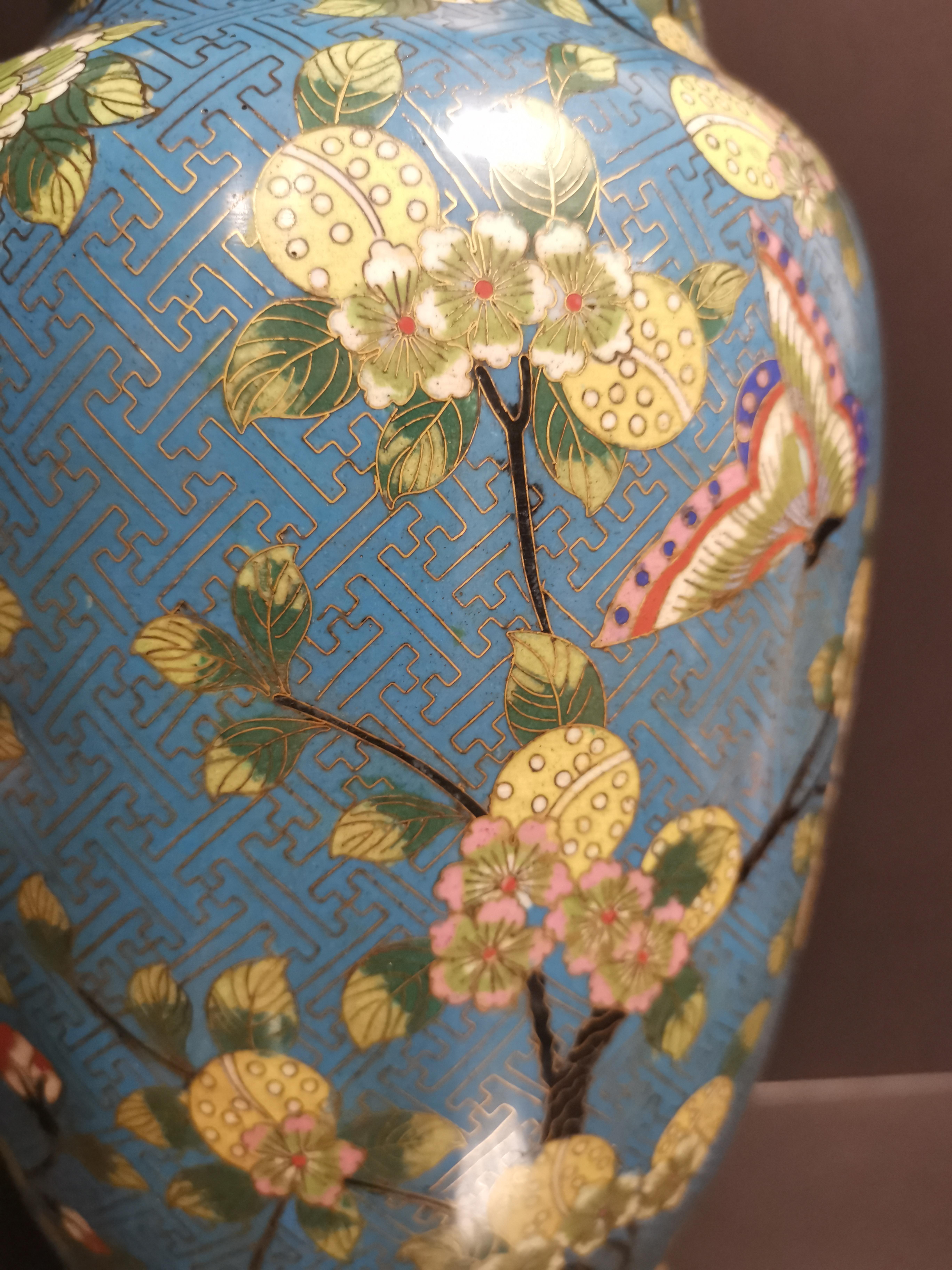 Paire de vases en bronze doré et émaux cloisonnés Chine, début du XXème siècle [...] - Image 3 of 5