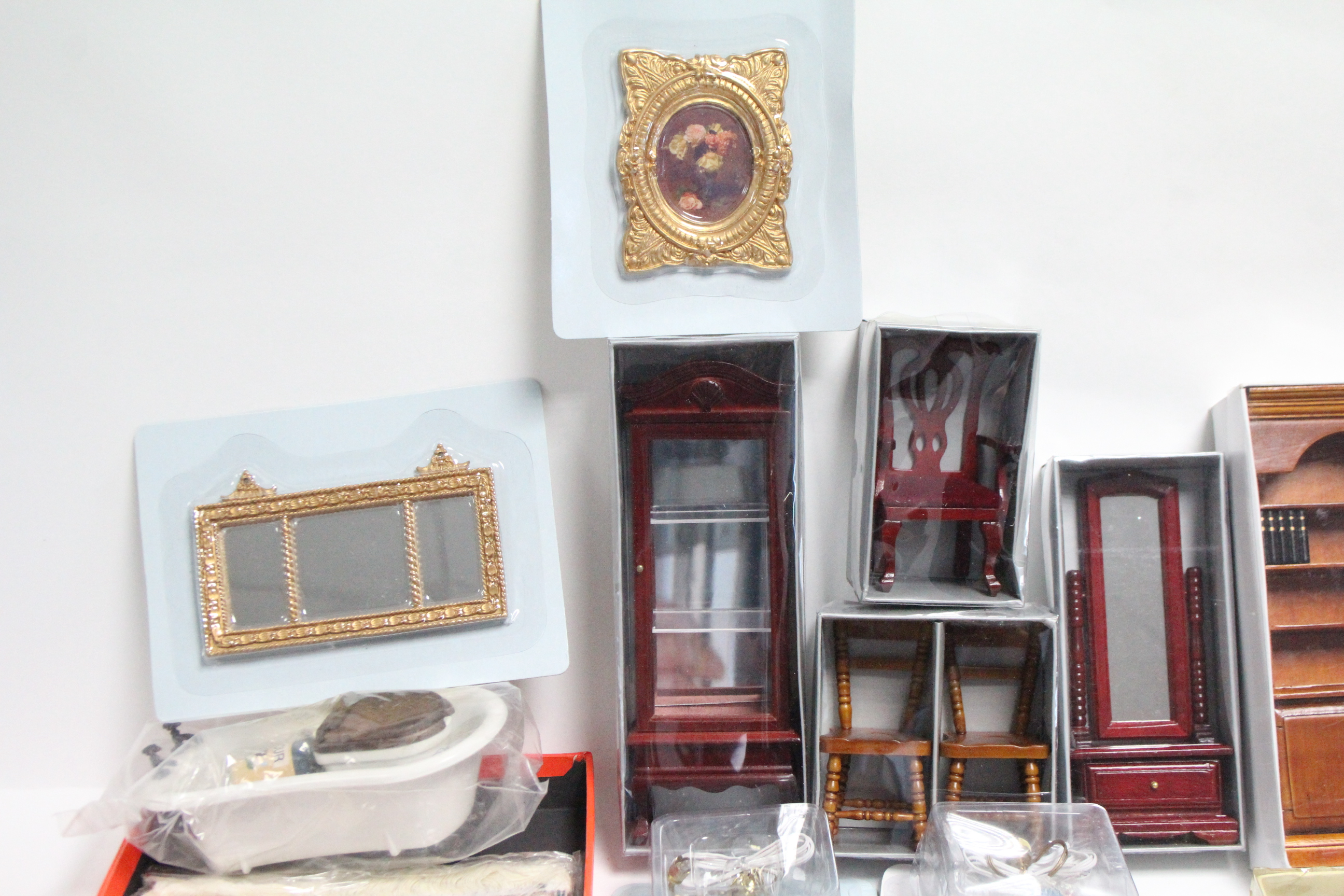 Lot 290 - Various items of doll's house furniture & effects
