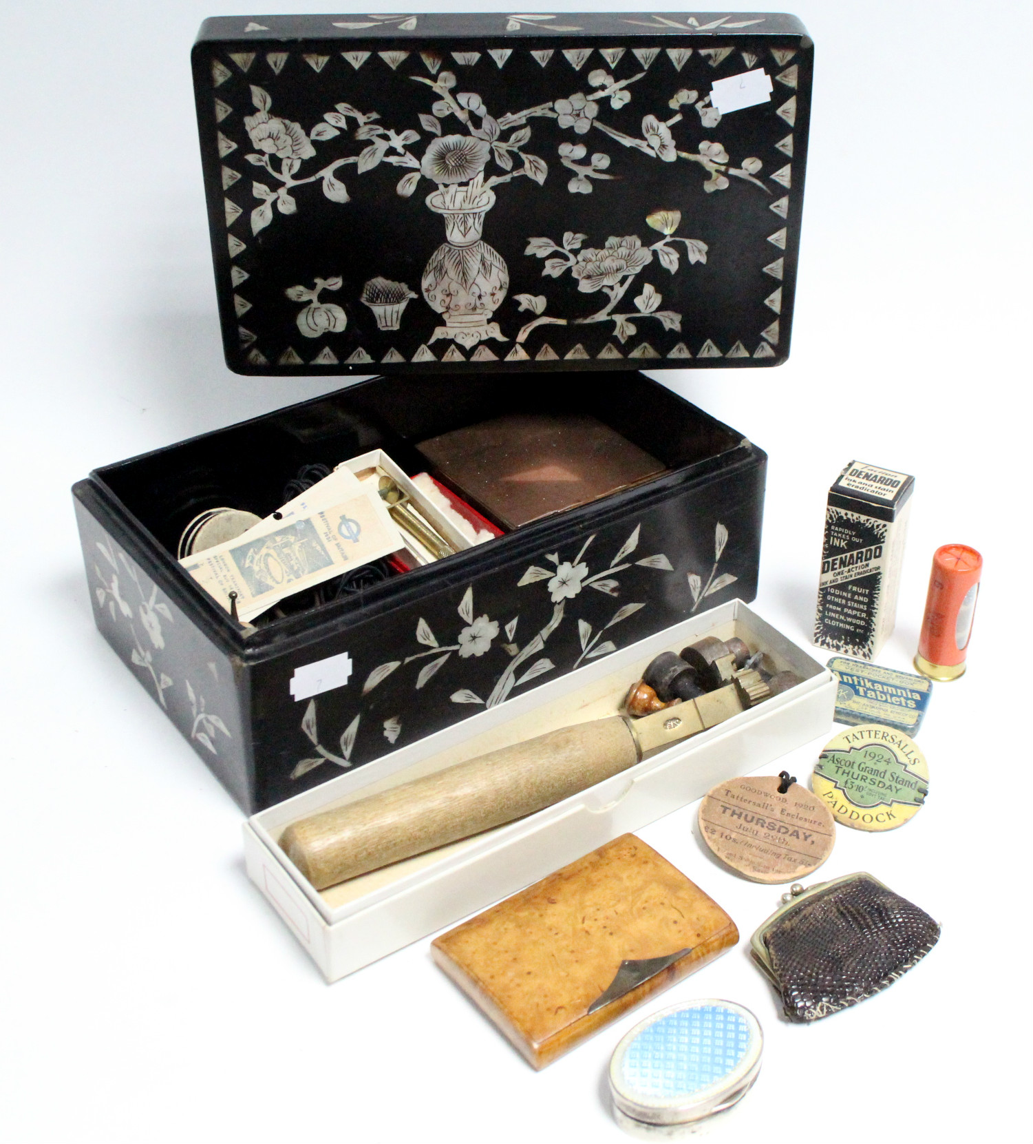Lot 198 - *PLEASE NOTE AMMENDED DESCRIPTION/IMAGES* A George V burr-walnut cigarette case with silver mount,