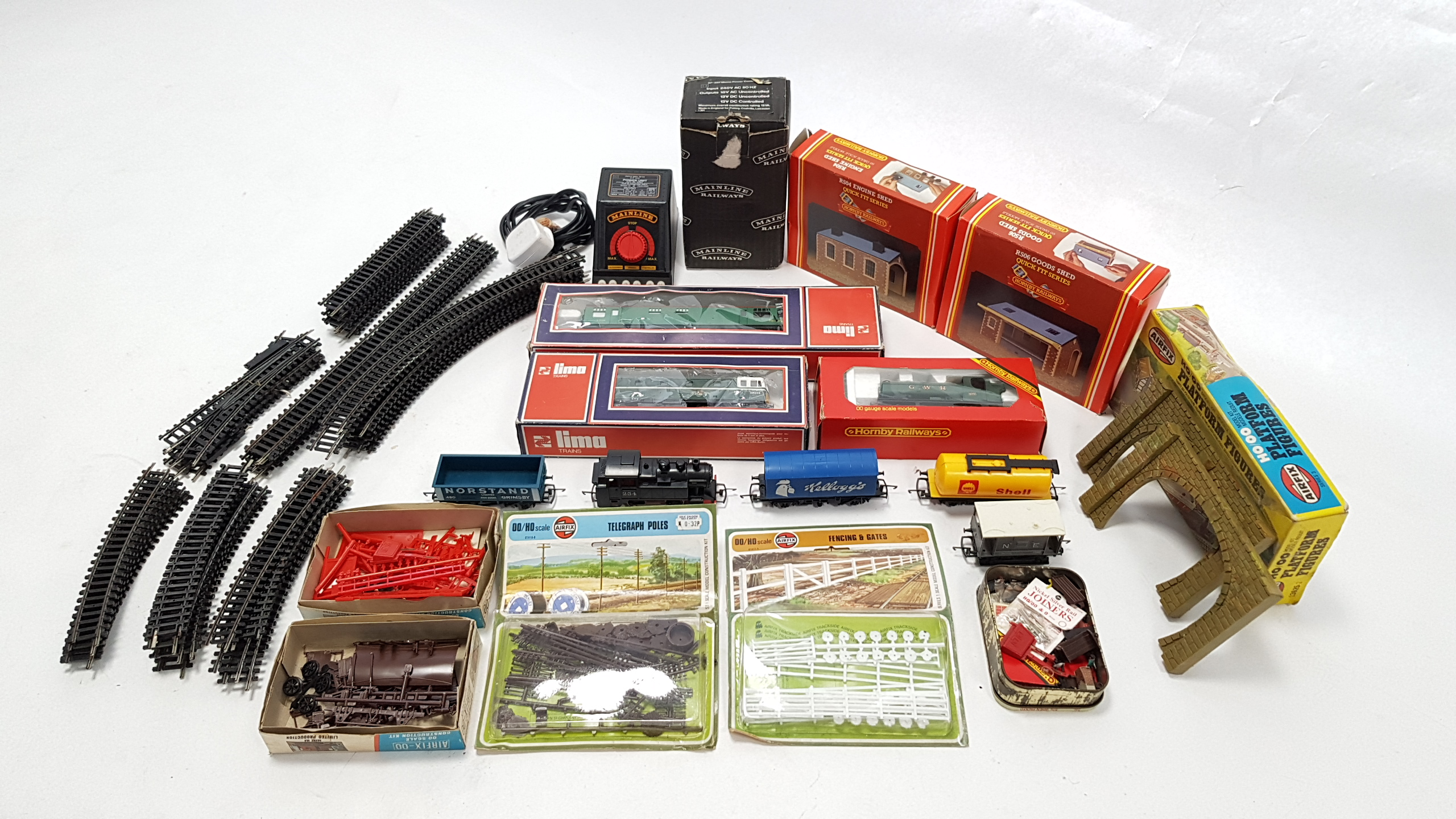 """Lot 279 - A Tri-ang Hornby electric train set """"The Blue Pullman"""" boxed; & various other items of """"OO"""" gauge"""