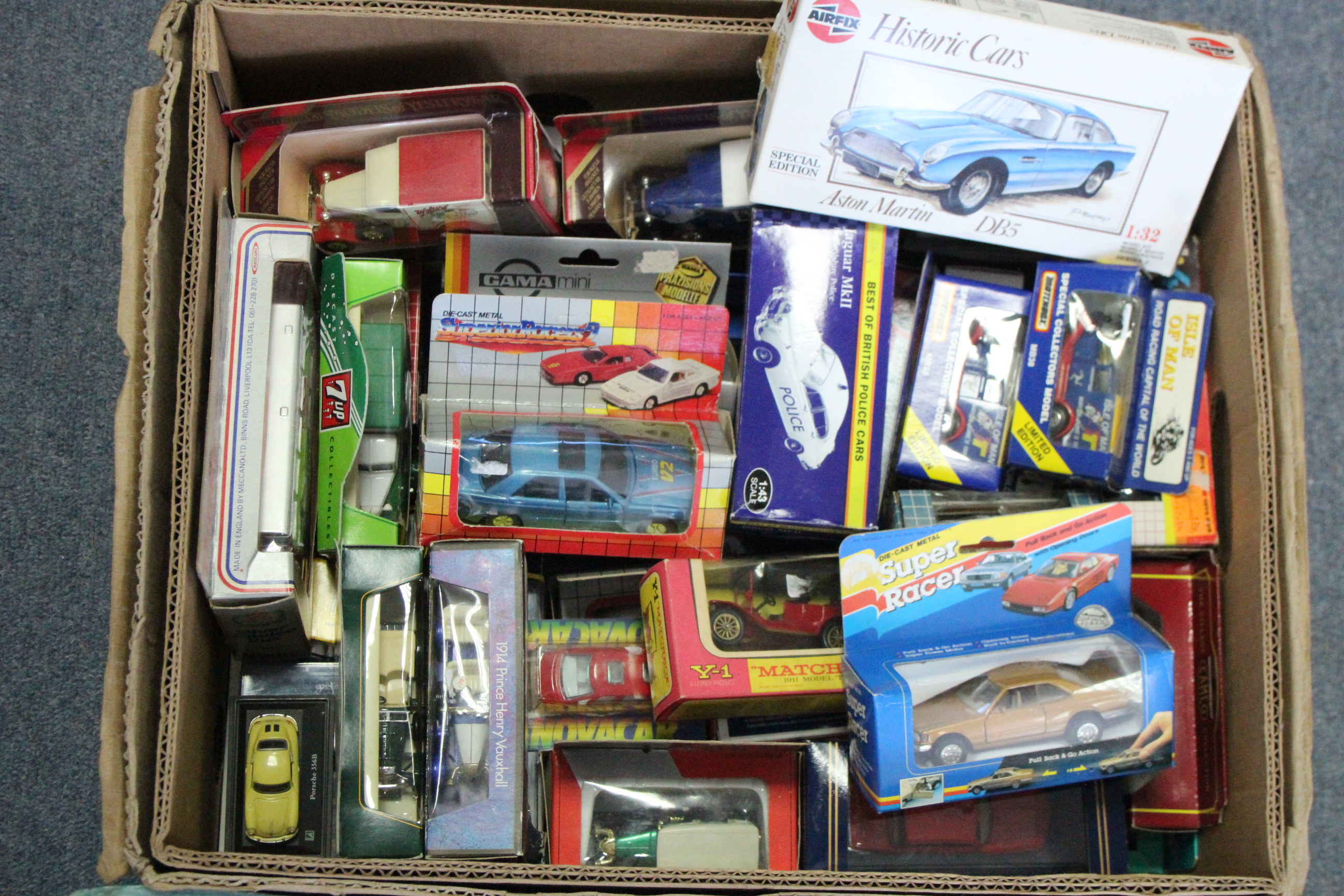 Lot 256 - Fifty various scale models, boxed & un-boxed.