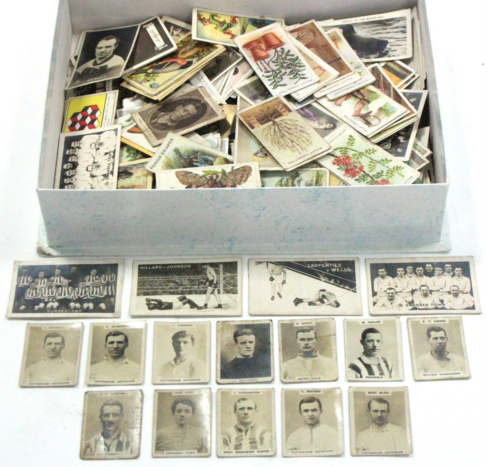 Lot 140 - Approximately five hundred & twenty various cigarette cards by John Player, W. D. & H. O. Wills,