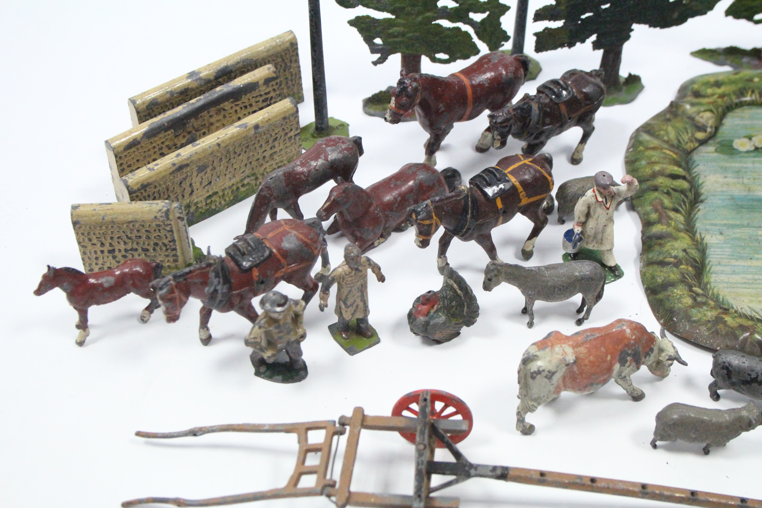 Lot 281 - A QUANTITY OF BRITAINS PAINTED LEAD FARM MODELS INCLUDING FARMERS, MACHINER, TREES, ETC., all un-