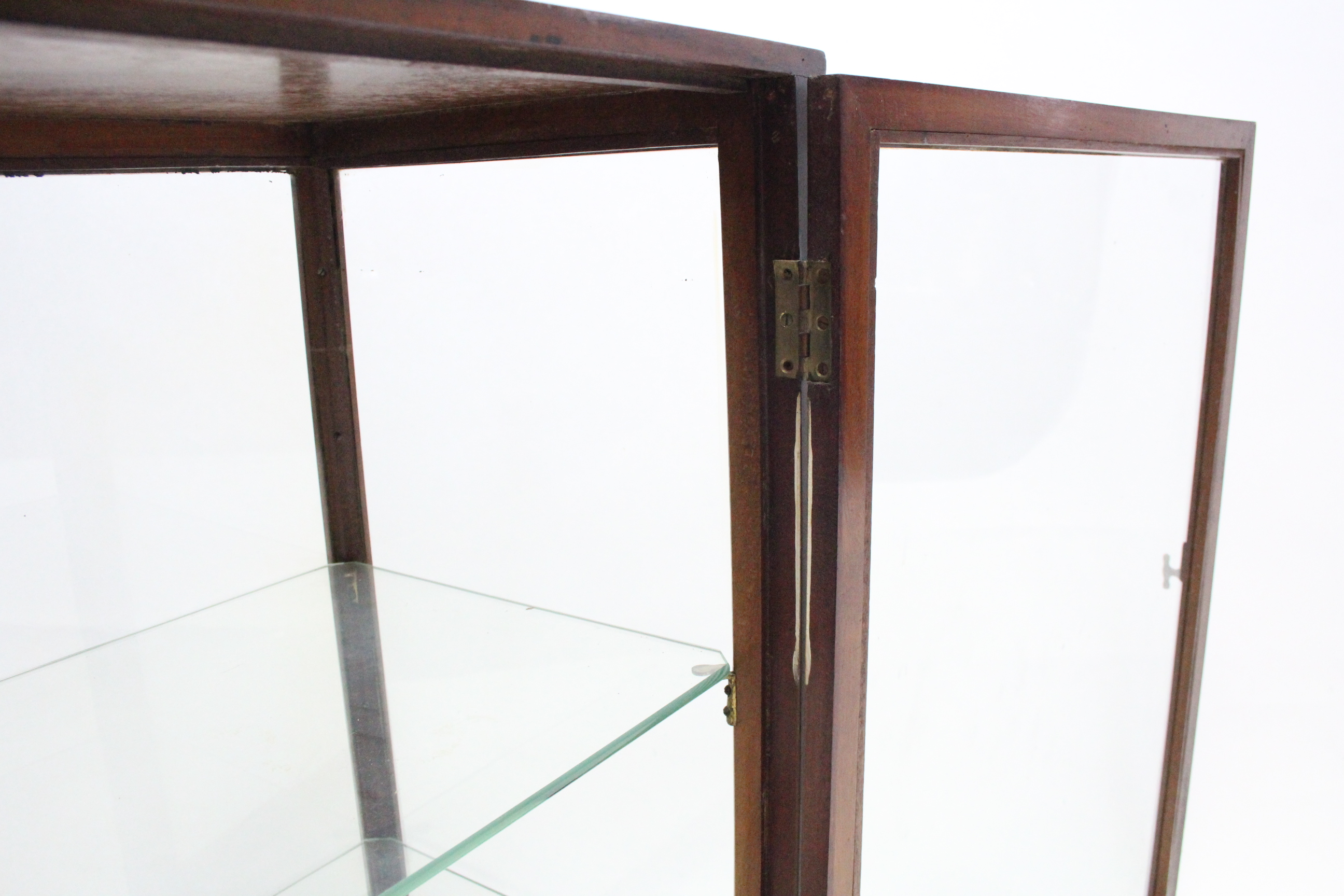 Lot 9 - A late 19th/early 20th century mahogany shop's counter-top display cabinet, fitted two plate-glass