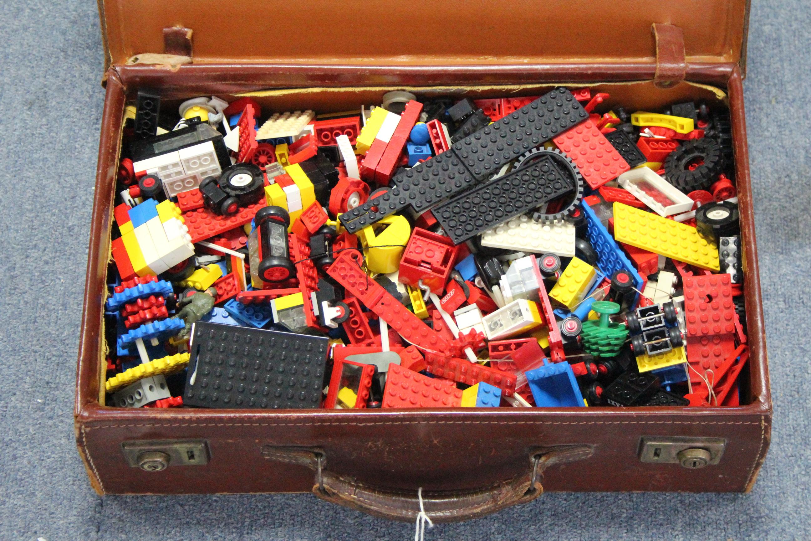 Lot 287 - Various items of loose Lego; various buildings blocks & plastic figures, etc.