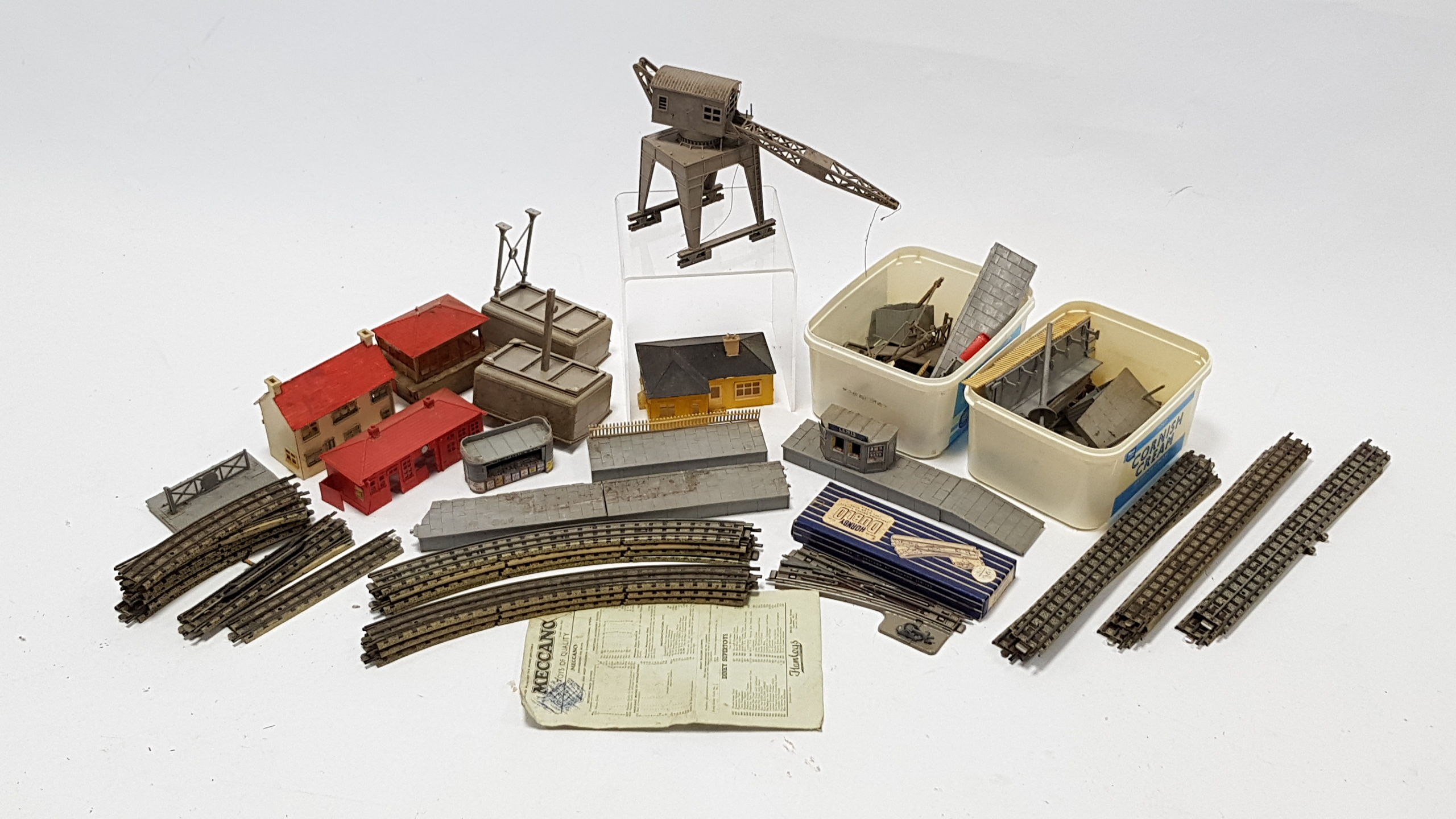 "Lot 274 - A Hornby Dublo ""OO"" gauge scale model of a B. R. EDLT20 locomotive & tender ""Bristol Castle""; a"