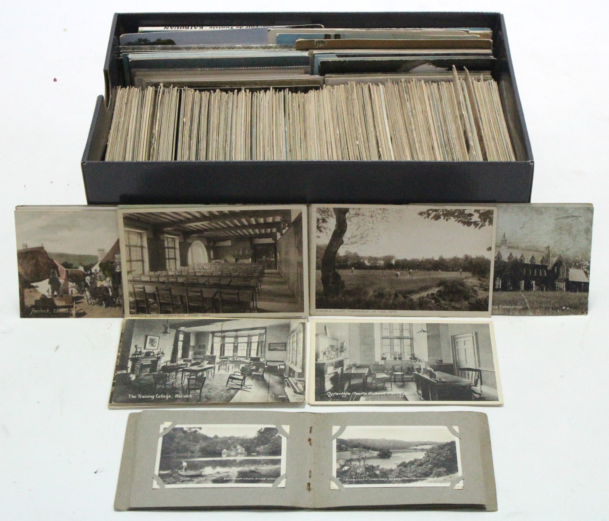 Lot 124 - Approximately three hundred loose postcards, early-late 20th century – British & foreign views,