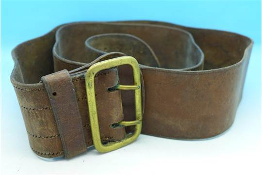 Militaria, a WWI Sam Browne belt, with brass double pronged