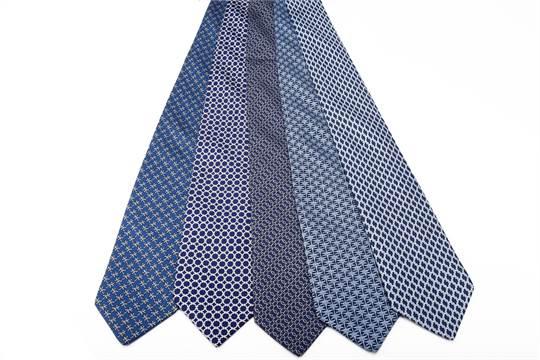 ultime tendenze vendita più economica sempre popolare HERMES, Paris Lotto composto da cinque cravatte in seta sui ...
