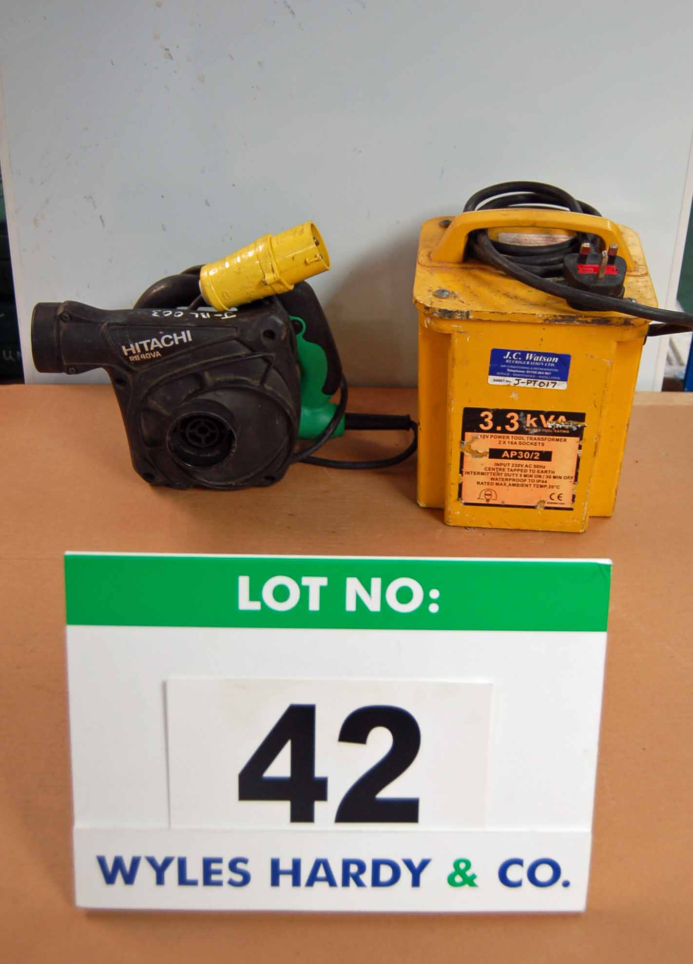 Lot 42 - A HITACHI RB40VA 110V Hand Held Blower and A 3.3KV 240V-110V Transformer with Two 16-Amp Outlets