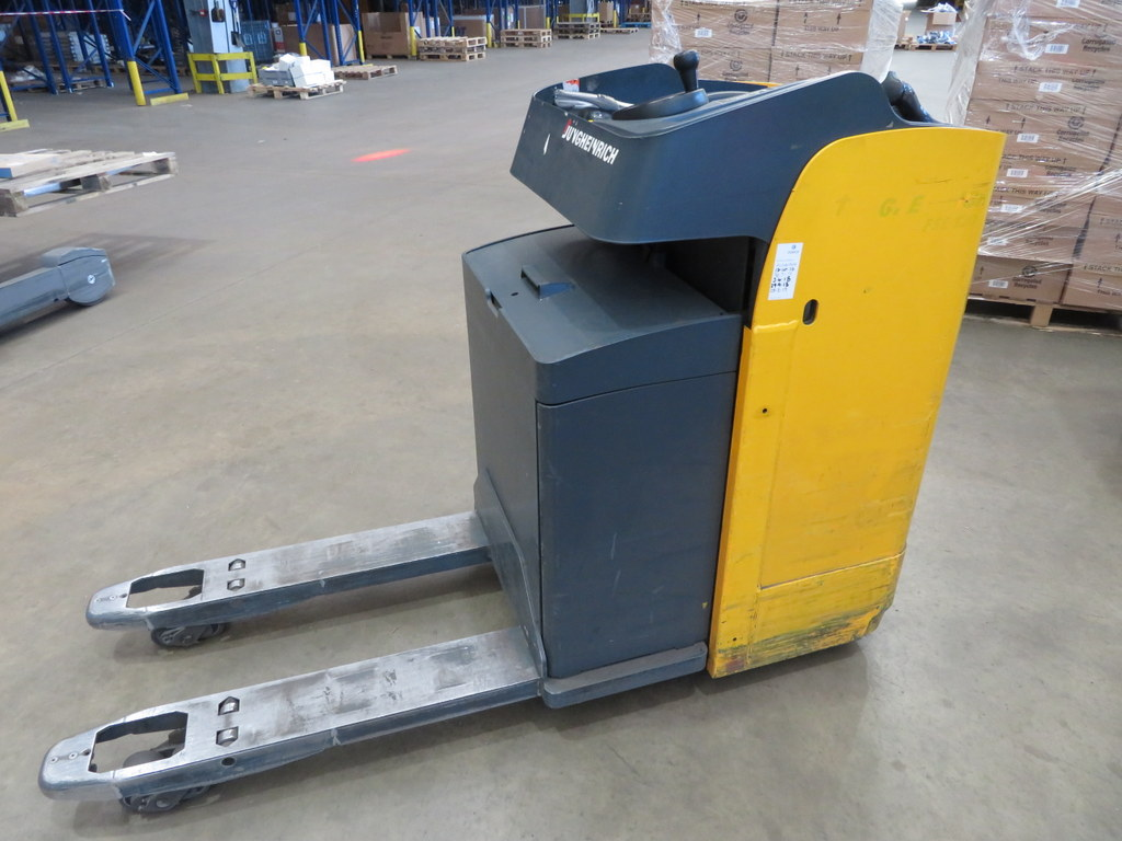 Lot 35 - 2006 JUNGHEINRICH MODEL ESE 120 2000KG RIDE-ON ELECTRIC PALLET TRUCK