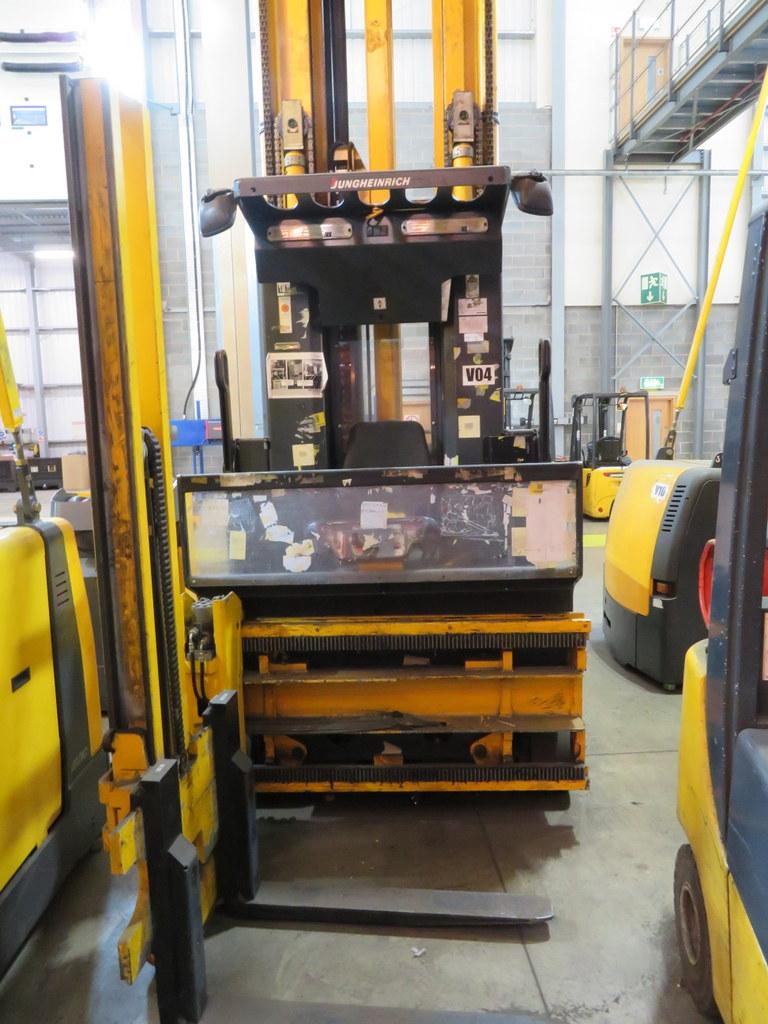 Lot 22 - 2006 JUNGHEINRICH MODEL EKX 515 1500KG ELECTRIC HIGH RACK STACKER TRUCK