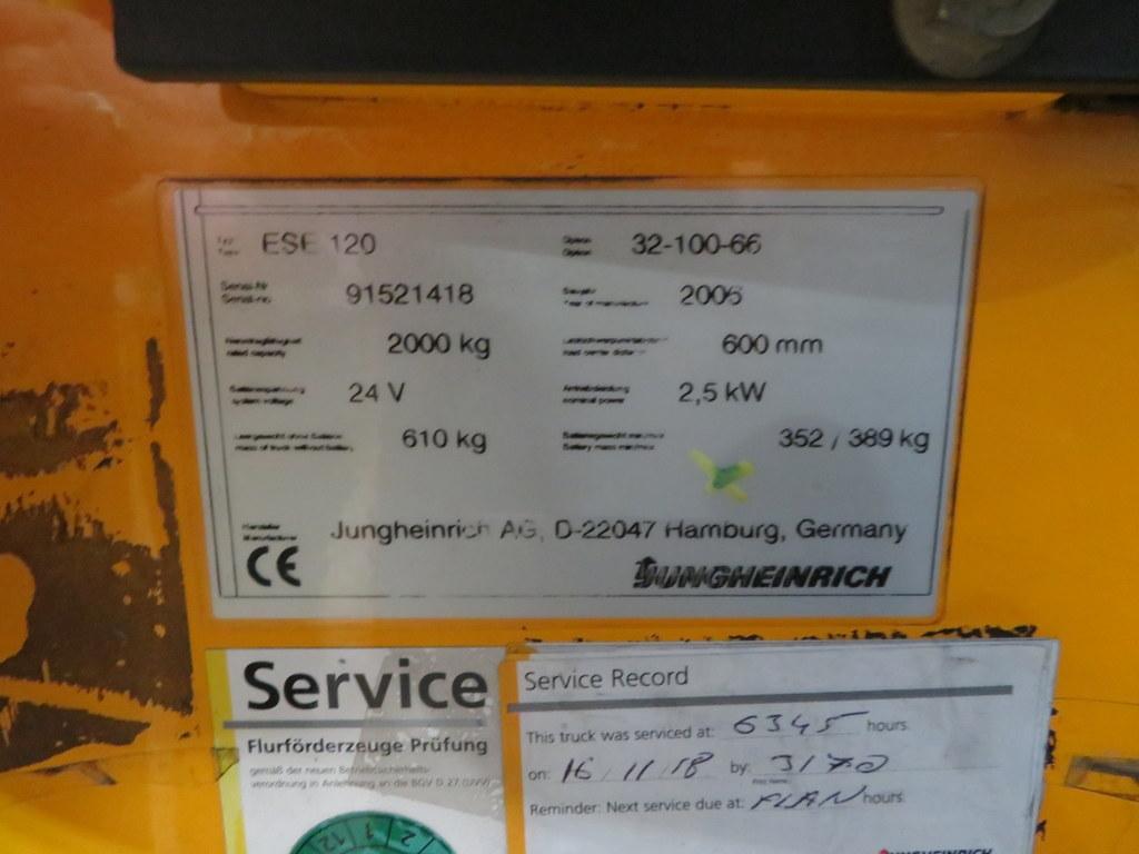 Lot 29 - 2006 JUNGHEINRICH MODEL ESE 120 2000KG RIDE-ON ELECTRIC PALLET TRUCK