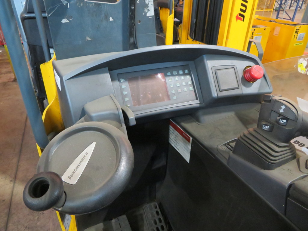 Lot 7 - 2006 JUNGHEINRICH MODEL ETV 320 2000KG ELECTRIC REACH TRUCK