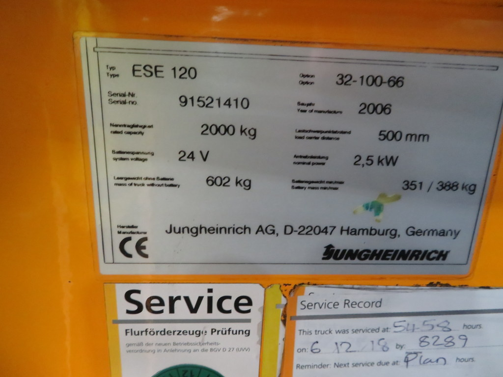 Lot 32 - 2006 JUNGHEINRICH MODEL ESE 120 2000KG RIDE-ON ELECTRIC PALLET TRUCK