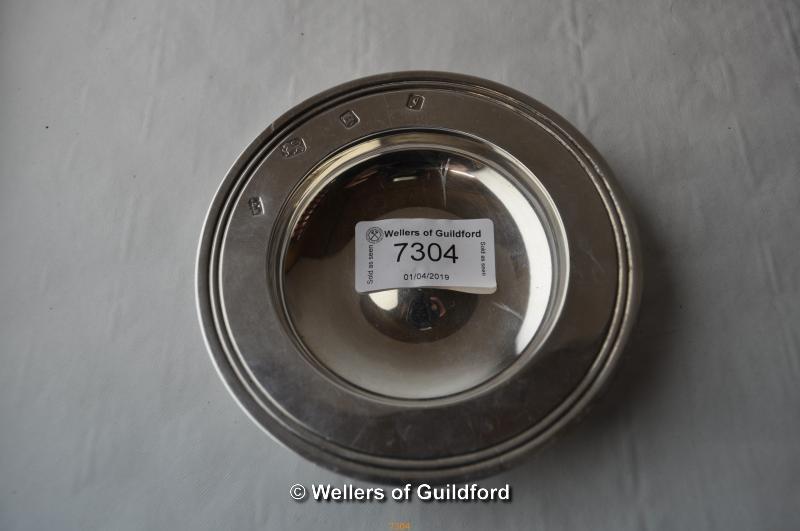Lot 7304 - A modern silver circular bonbon dish, 91g.