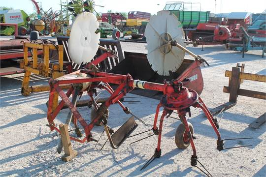 Sale Item: KUHN HAY TURNER WITH PTO Vat Status: No Vat Buyers Fee on
