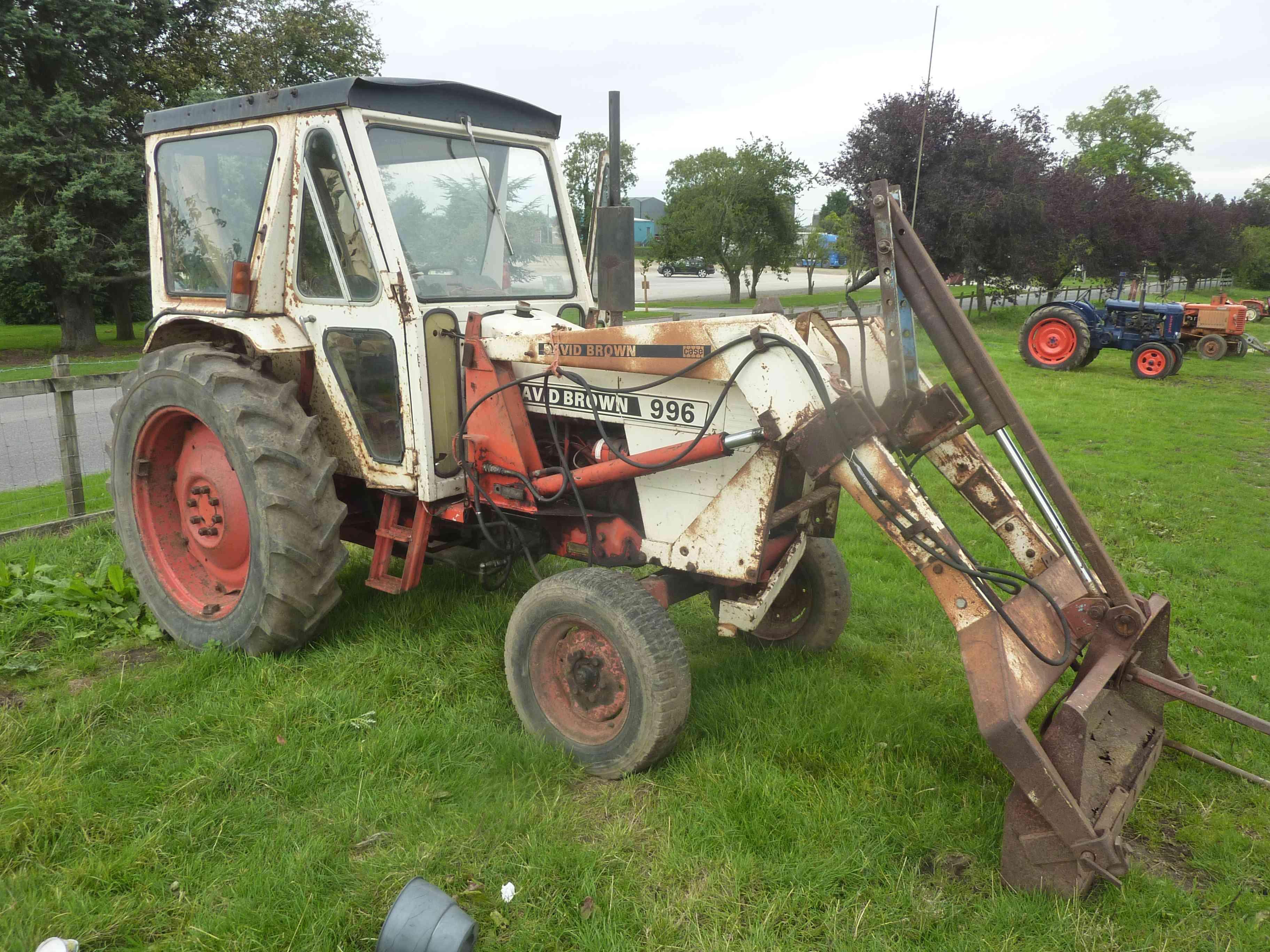 Lot 4822 - 4822 David Brown 996 tractor c/w power loader