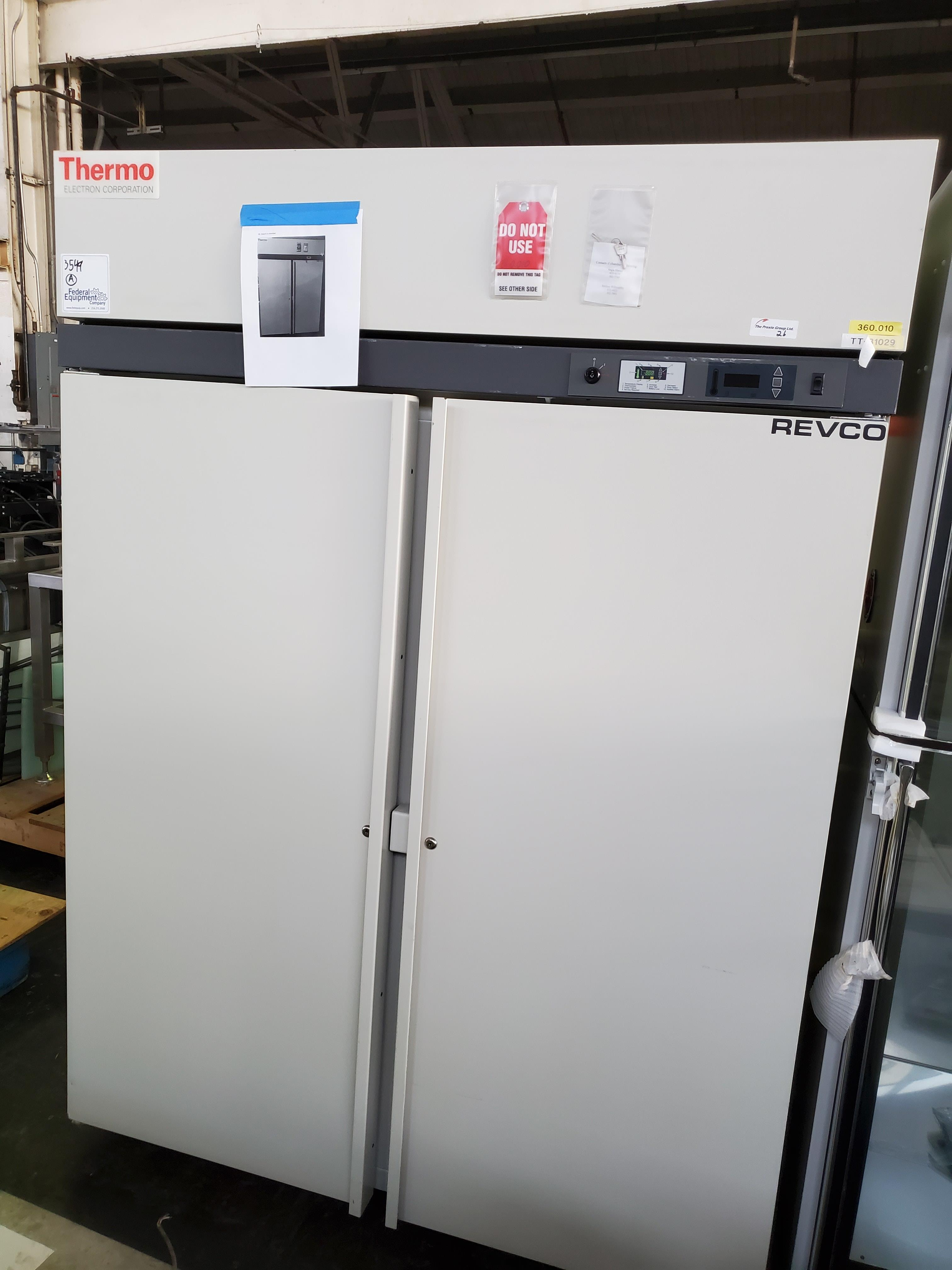 "Revco/Thermo Electron Freezer, model REL5004A21, 53"" wide x 25""deep x 53"" high chamber, R134a - Image 2 of 7"