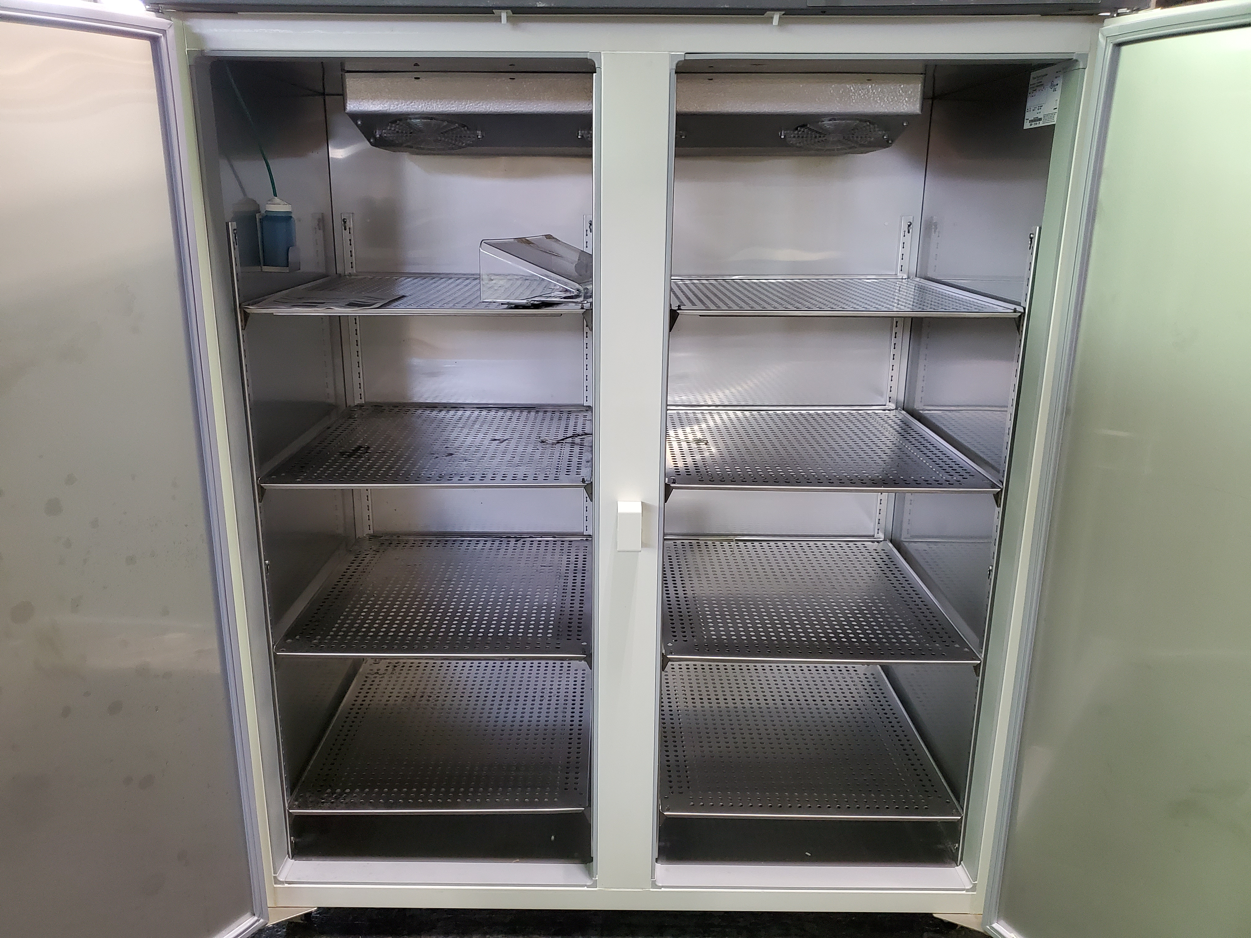 "Revco/Thermo Electron Freezer, model REL5004A21, 53"" wide x 25""deep x 53"" high chamber, R134a - Image 5 of 7"