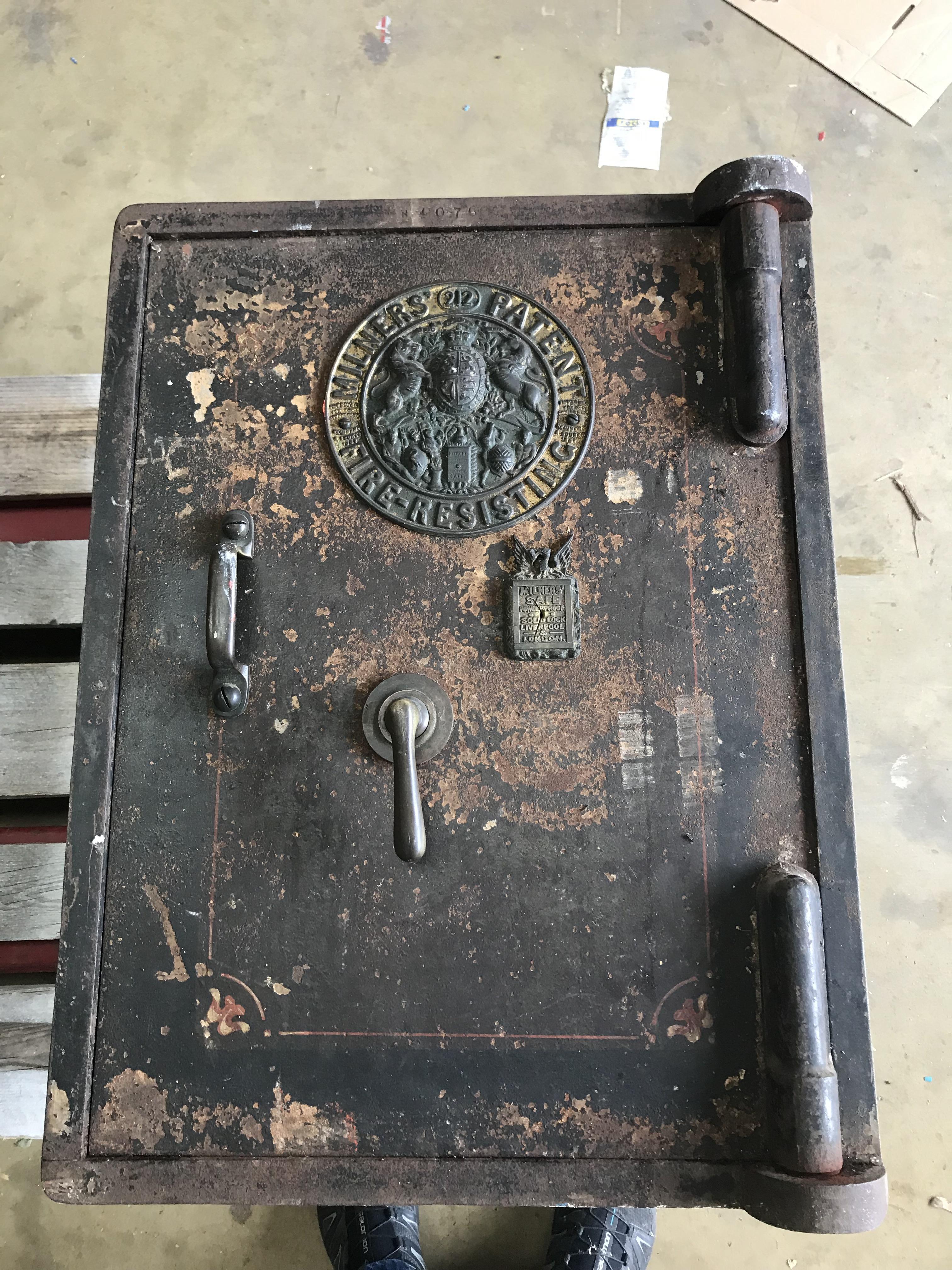 Lot 32 - Milners Safe - Antique Safe