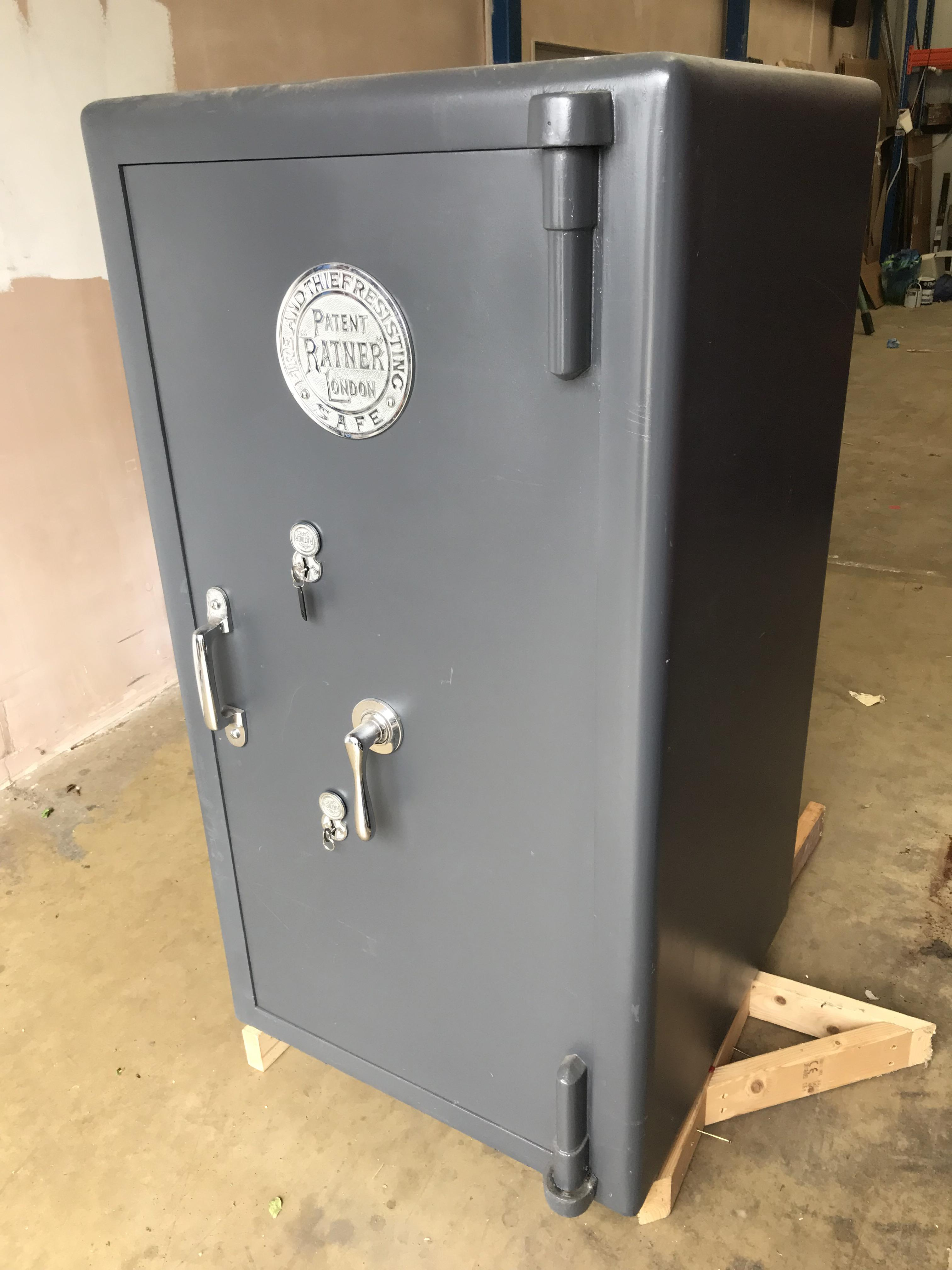 Lot 9 - Ratners Fireproof Safe