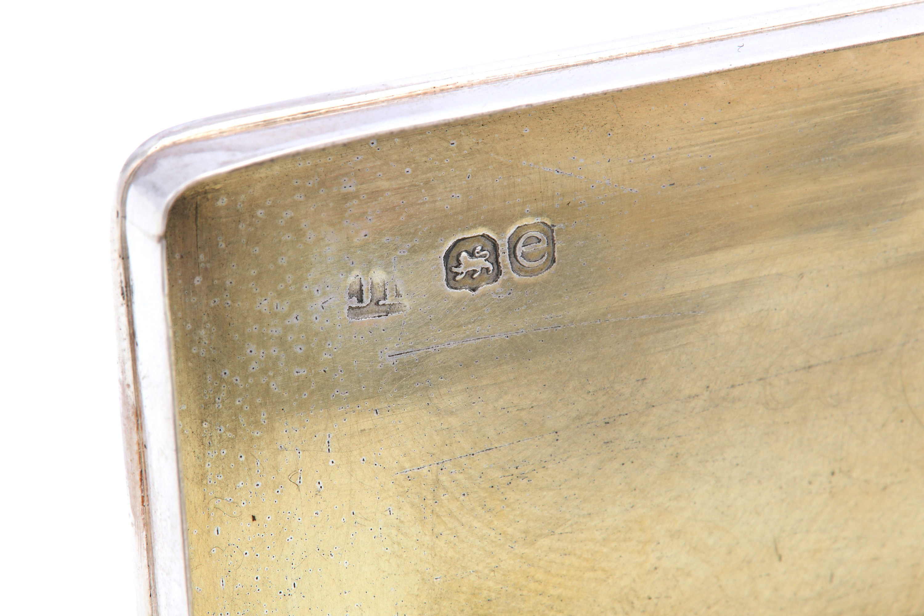 Lot 56 - A George IV antique sterling silver wine peddler snuff box, London 1820 by John Linnit