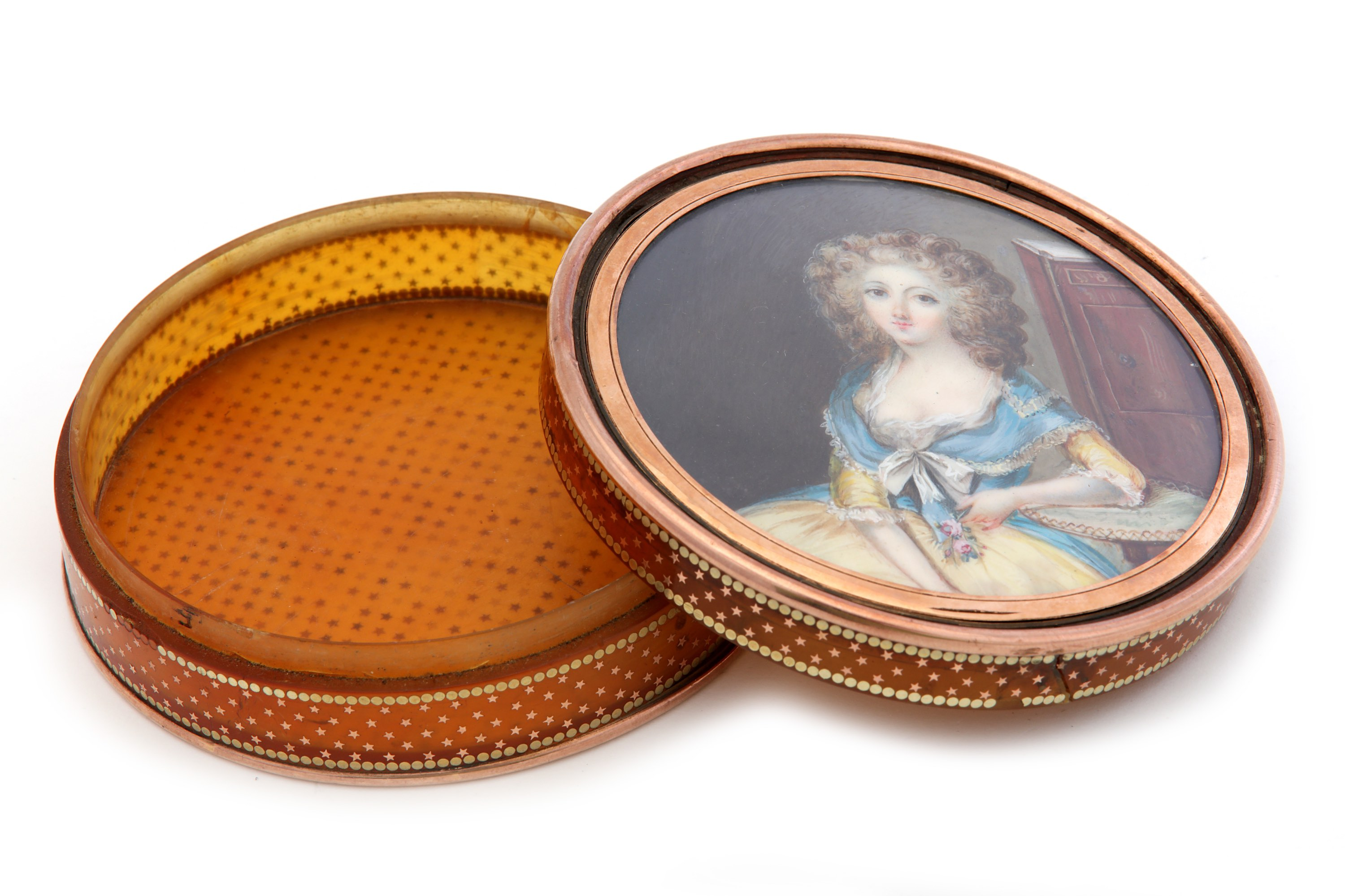Lot 46 - A Louis XVI late 18th century French blond tortoiseshell and gold pique snuff box, Paris circa 1780
