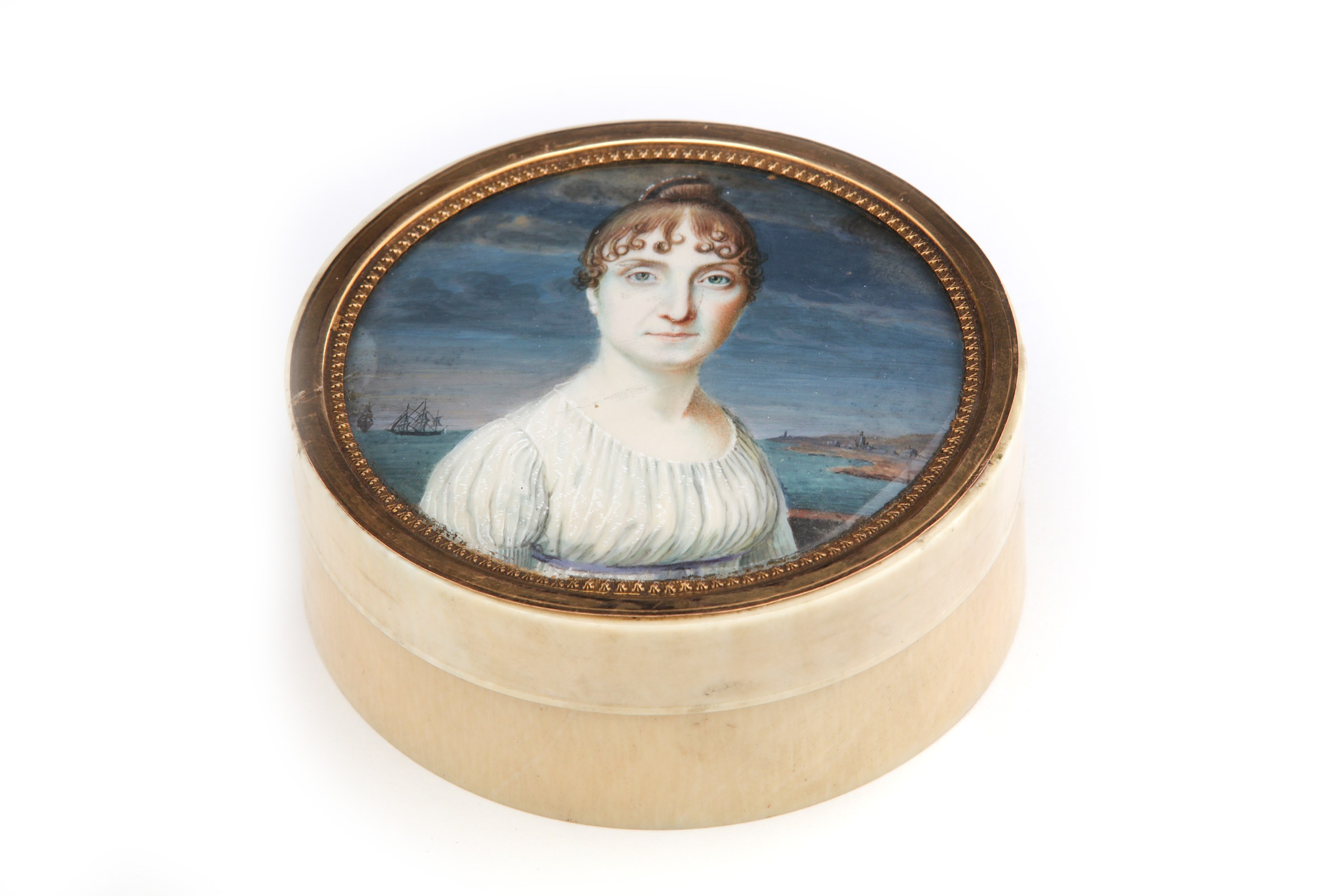 Lot 43 - An early 19th century Continental unmarked gold-mounted ivory portrait miniature snuff box