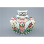 A Chinese square wucai bottle vase, Wanli mark, 19th C. H.: 15 cm Condition reports and high