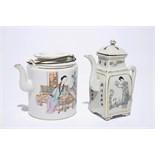 A Chinese qianjiang cai teapot and a wine jug, 19/20th C. Dim.: L.: 16 cm - W.: 12 cm - H.: 14 cm (